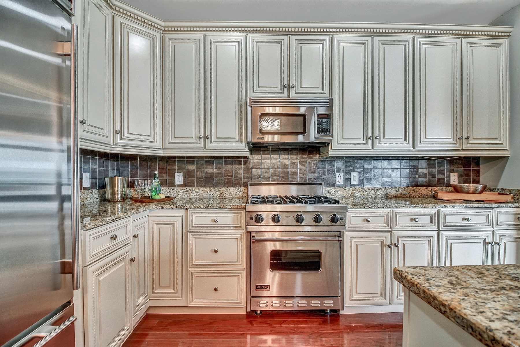 شقة بعمارة للـ Sale في Welcome home to this custom 2 Bedroom / 2 Bathroom residence 7400 River RD #214 North Bergen, New Jersey, 07047 United States