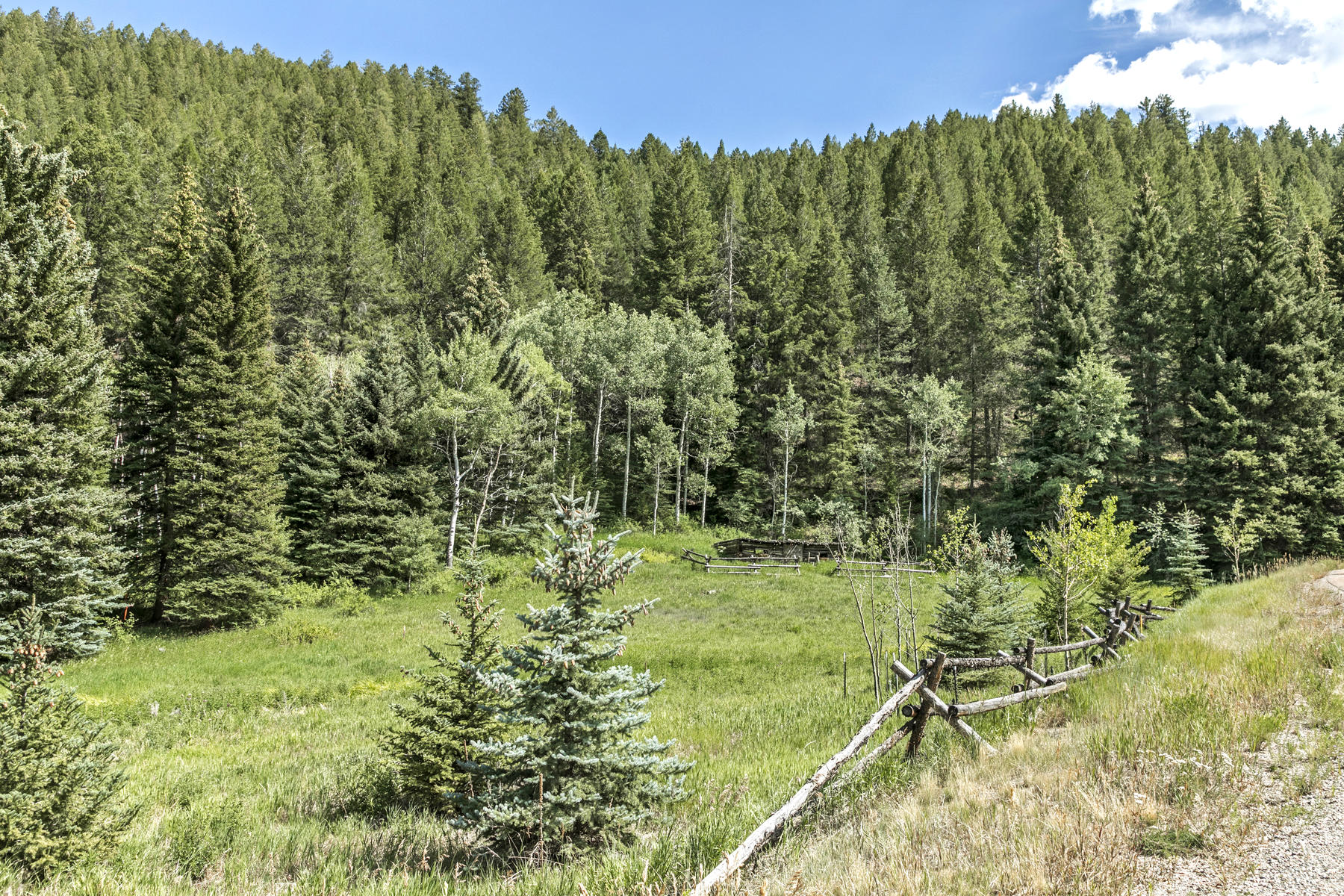 Additional photo for property listing at Gorgeous 1.4 acre lot with two ponds  on property 1510 Red Draw Edwards, Colorado 81632 United States