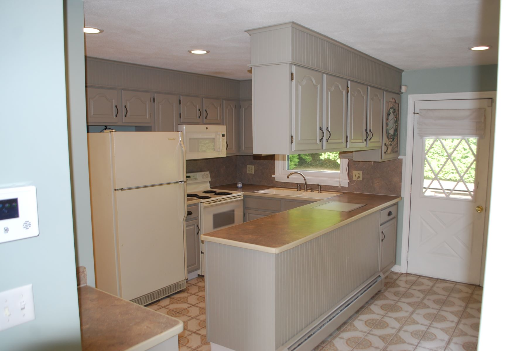 Additional photo for property listing at 184 Bonnet Shores Road Narragansett, Rhode Island 02882 United States