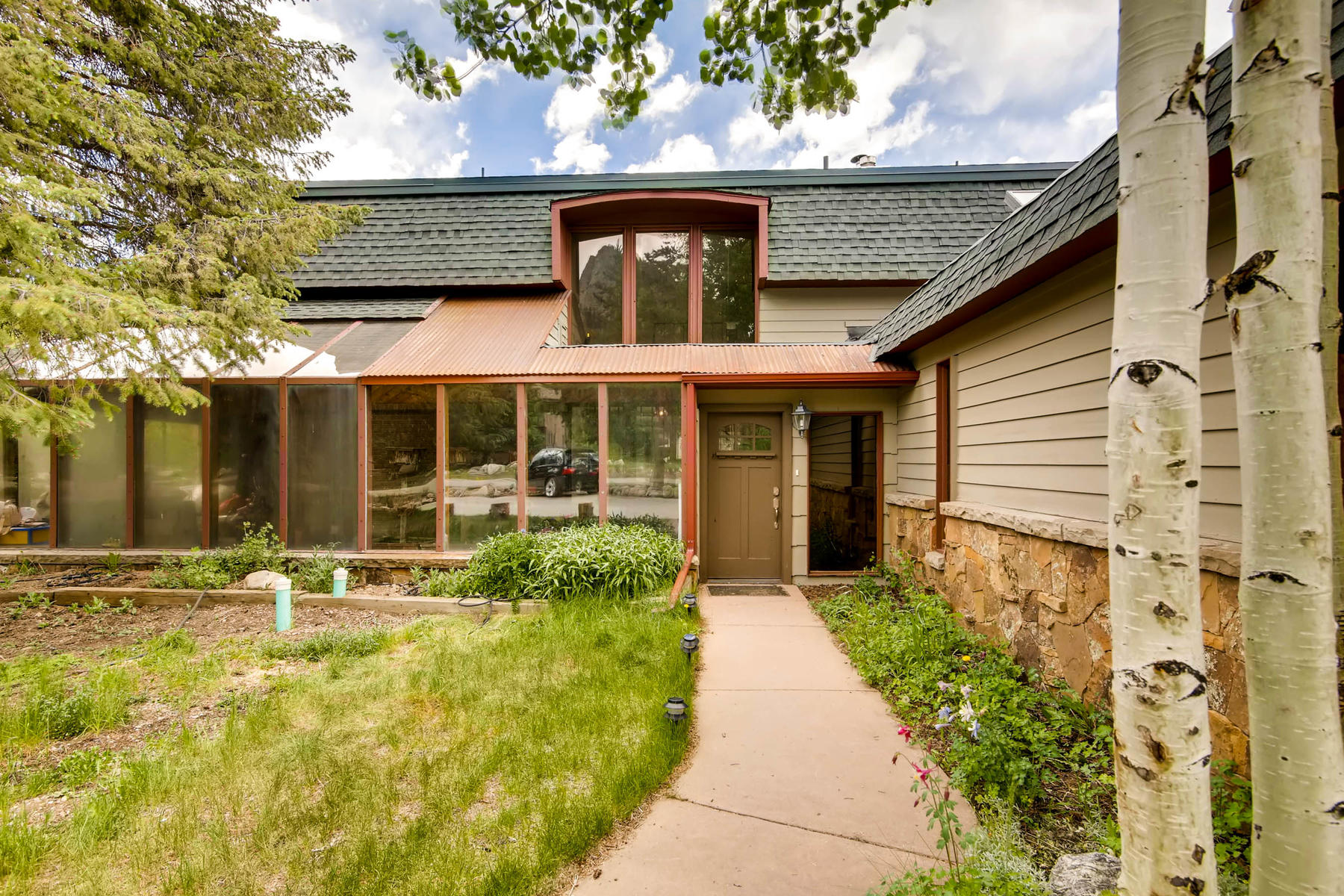 Single Family Homes para Venda às Great Single Family/Income Producing Property 205 Aspen Drive, Frisco, Colorado 80443 Estados Unidos
