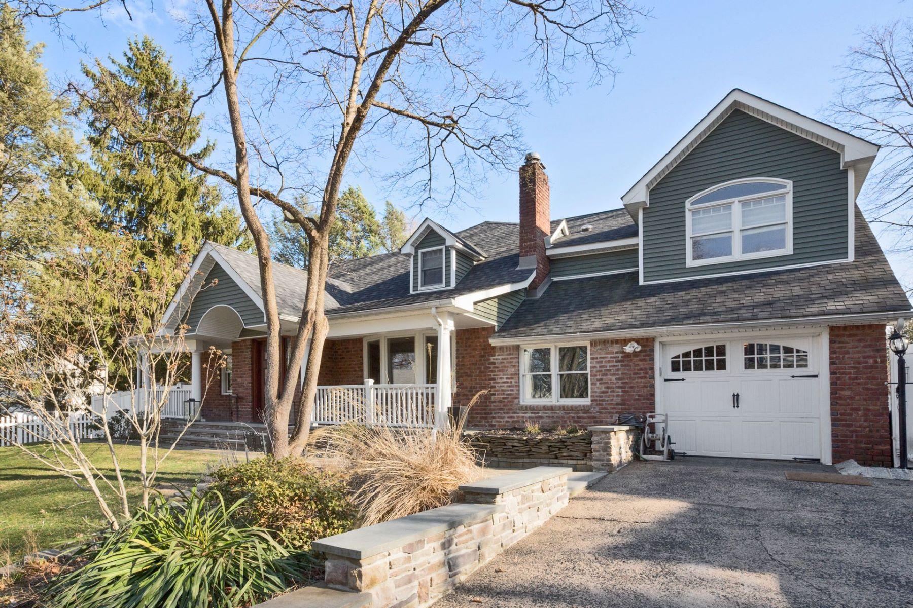 Casa para uma família para Venda às Completely Renovated 32 Harvey St, Closter, Nova Jersey 07624 Estados Unidos