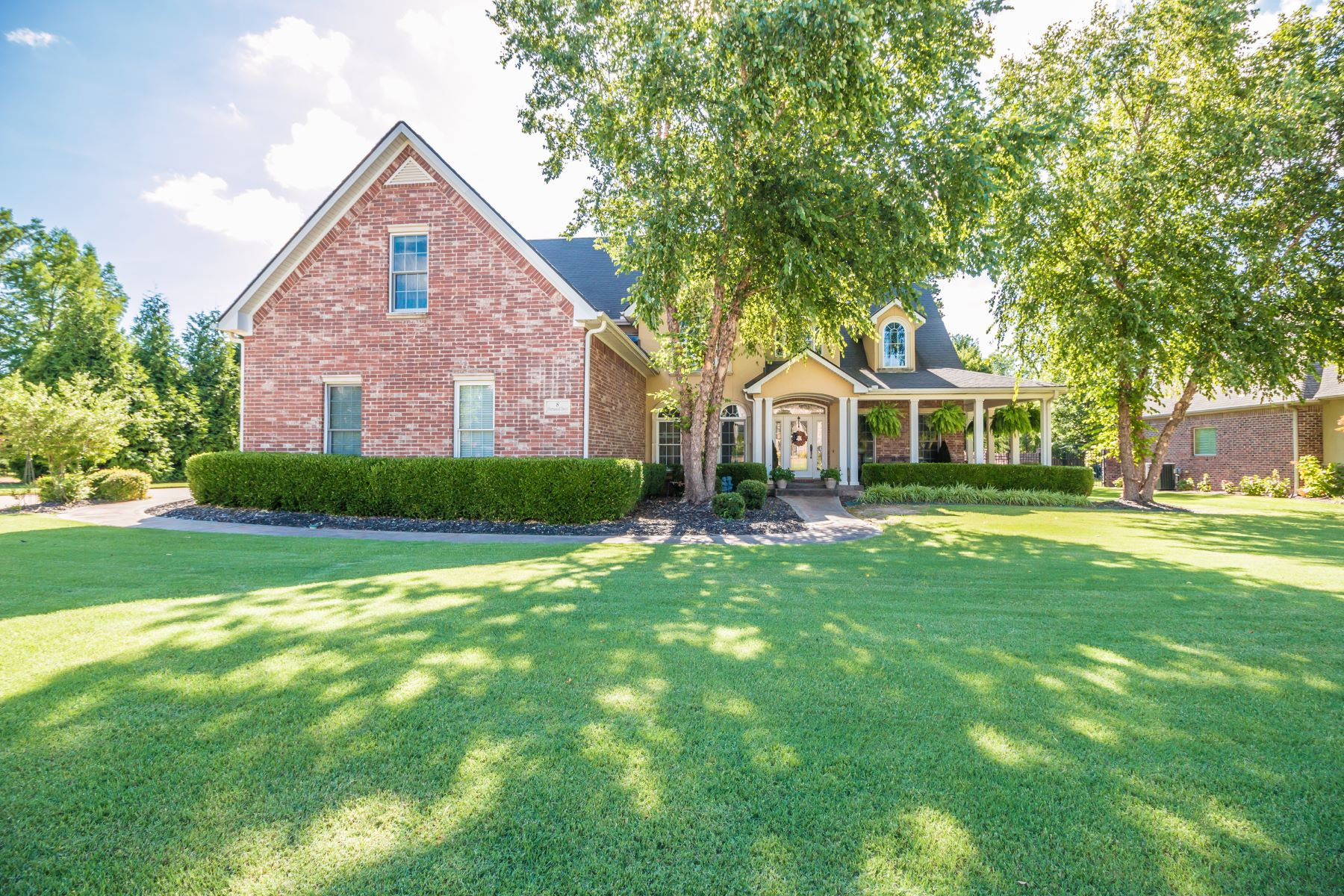 Single Family Homes for Sale at 8 S. Sherwood Drive Rogers, Arkansas 72758 United States