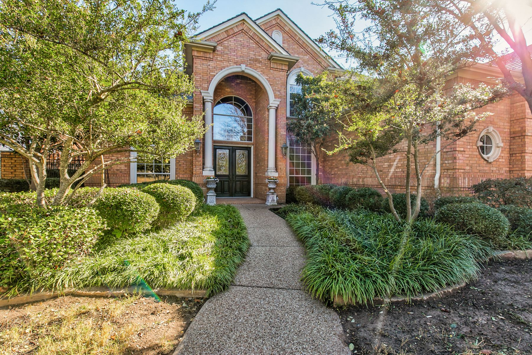 Single Family Homes for Active at 6868 Lahontan Drive Fort Worth, Texas 76132 United States