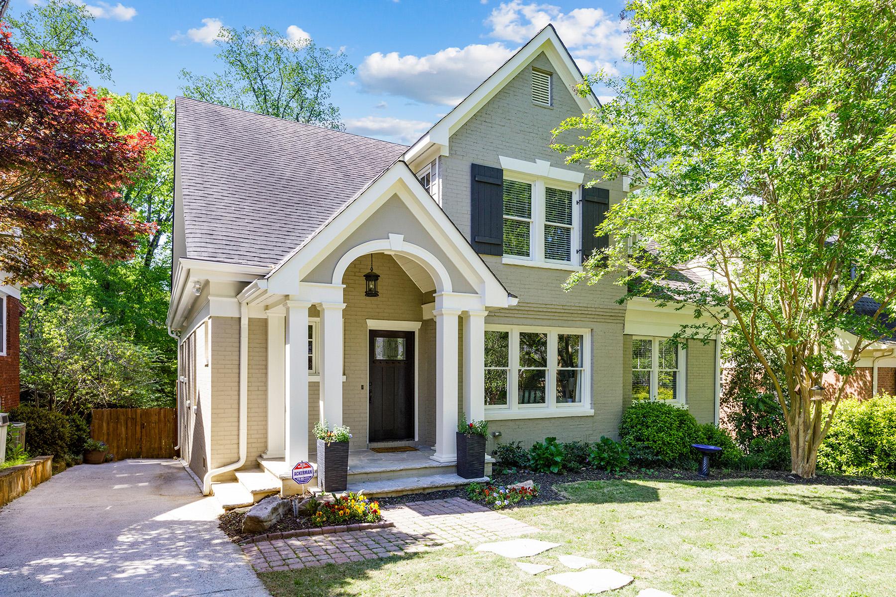 Single Family Homes 为 销售 在 Light Filled Splendor In Morningside 863 Courtenay Drive NE 亚特兰大, 乔治亚州 30306 美国