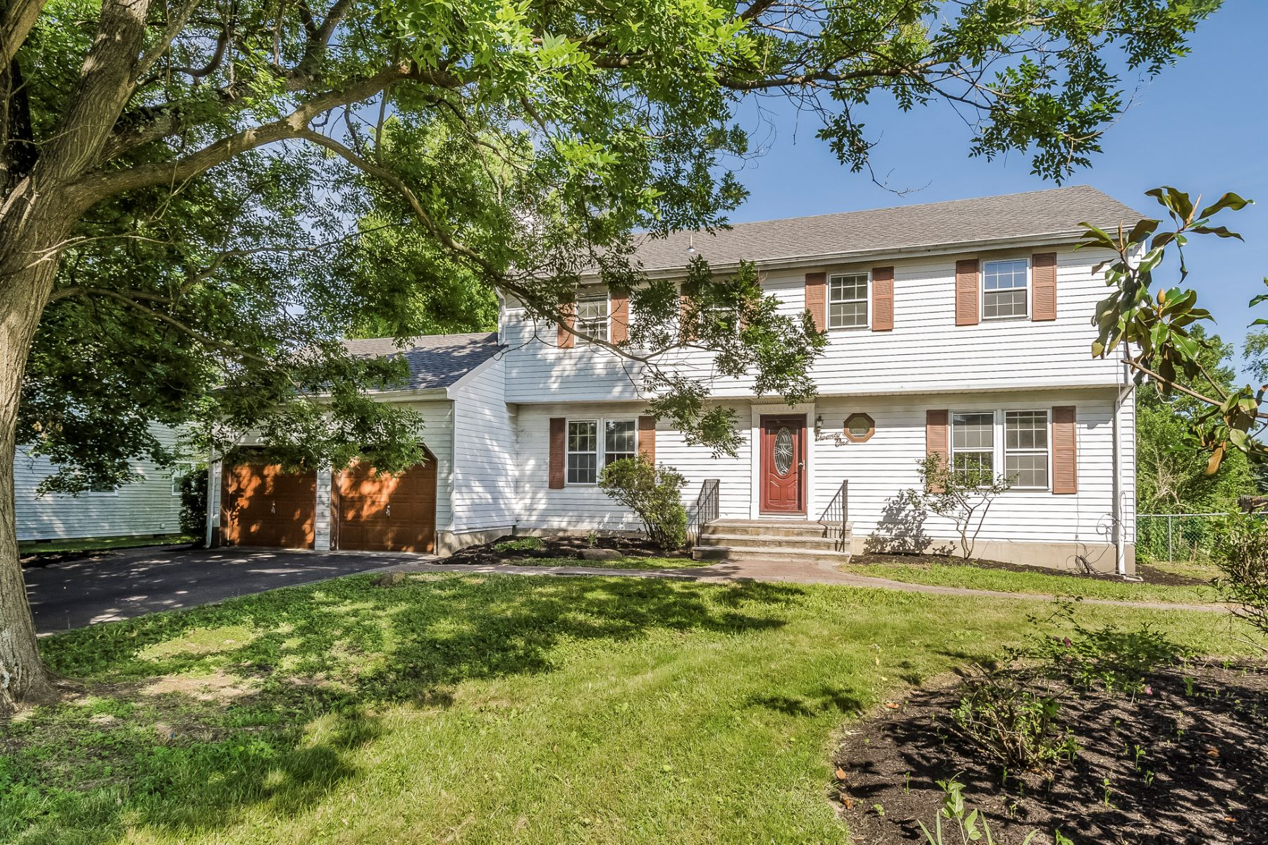 Single Family Home for Sale at Full of Potential 21 Heathwood Drive, Hightstown, New Jersey 08520 United StatesMunicipality: East Windsor Township