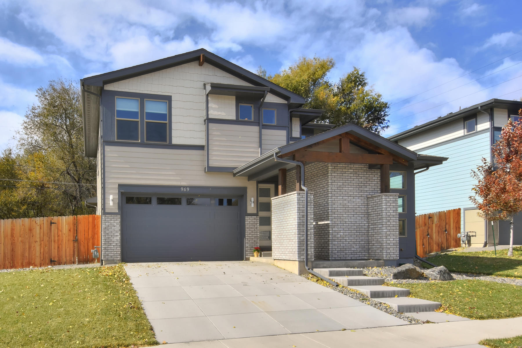 Single Family Homes 为 销售 在 Almost New Contemporary with Open, Modern Floor Plan 969 Eaton Street 莱克伍德, 科罗拉多州 80214 美国