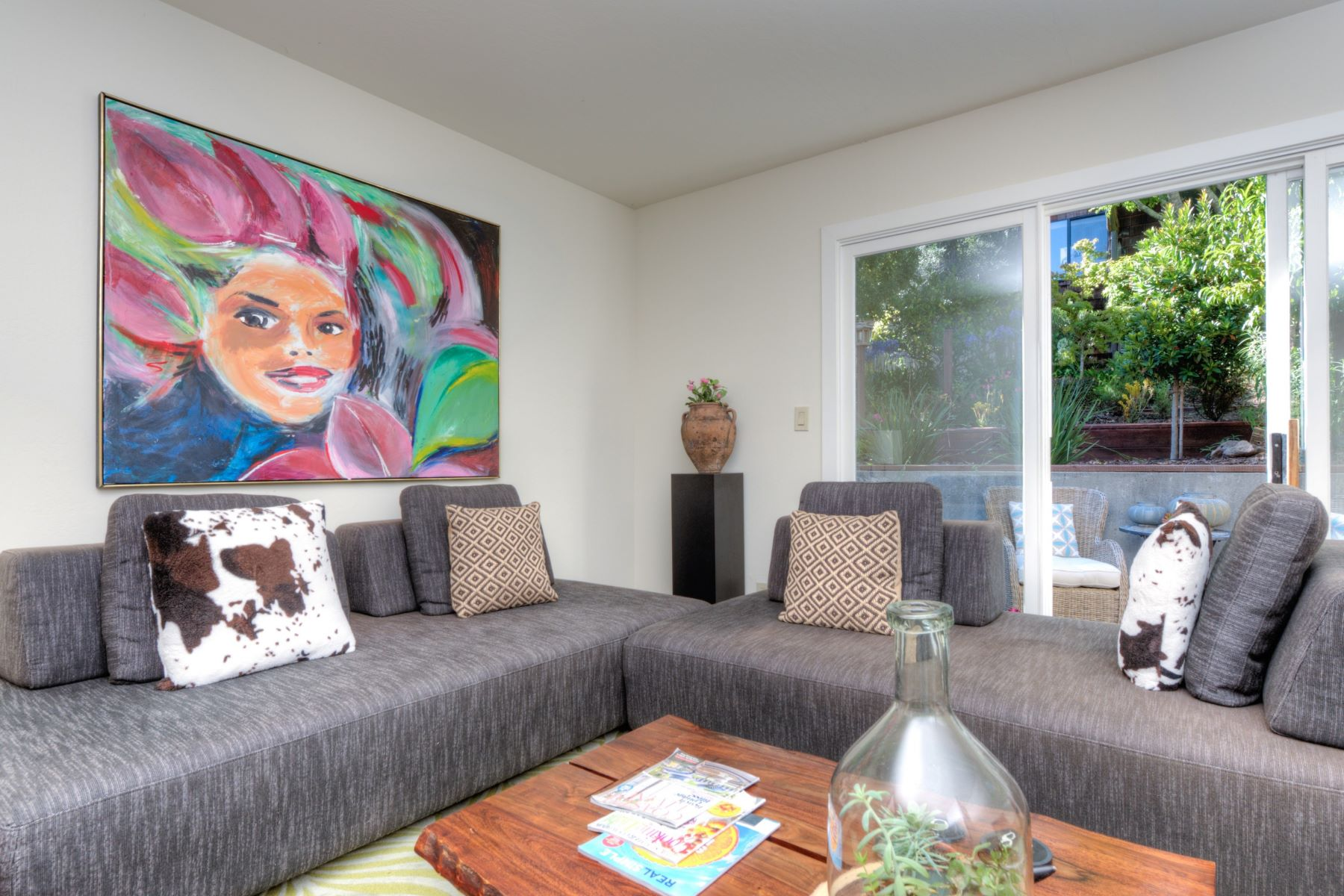 Additional photo for property listing at Live in Downtown Mill Valley 72 Lovell Ave Mill Valley, California 94941 United States