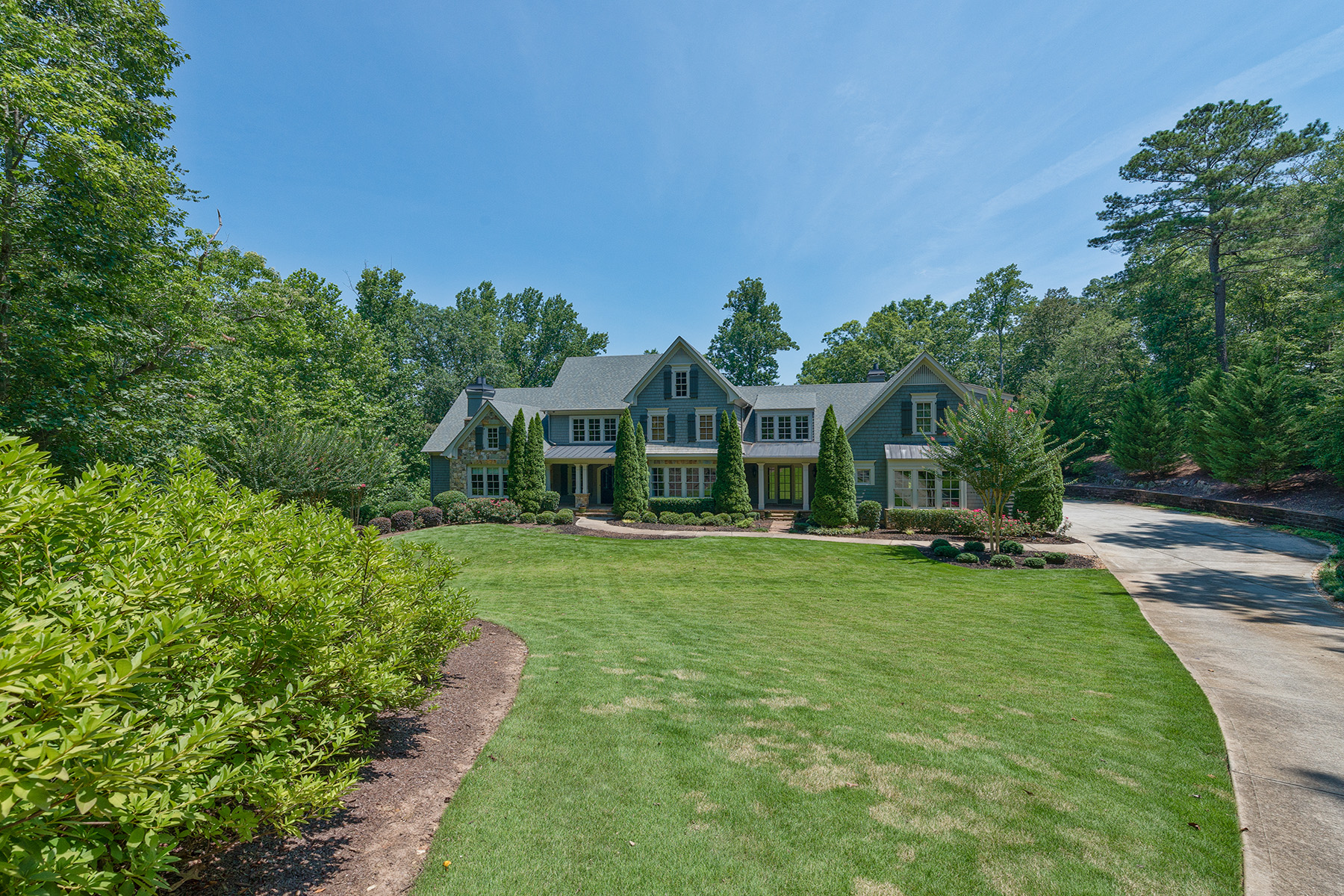Additional photo for property listing at Elegant Estate Living with Maximum Privacy on 4 +/- Acres 925 Shepards Court, Roswell, Georgia 30075 États-Unis