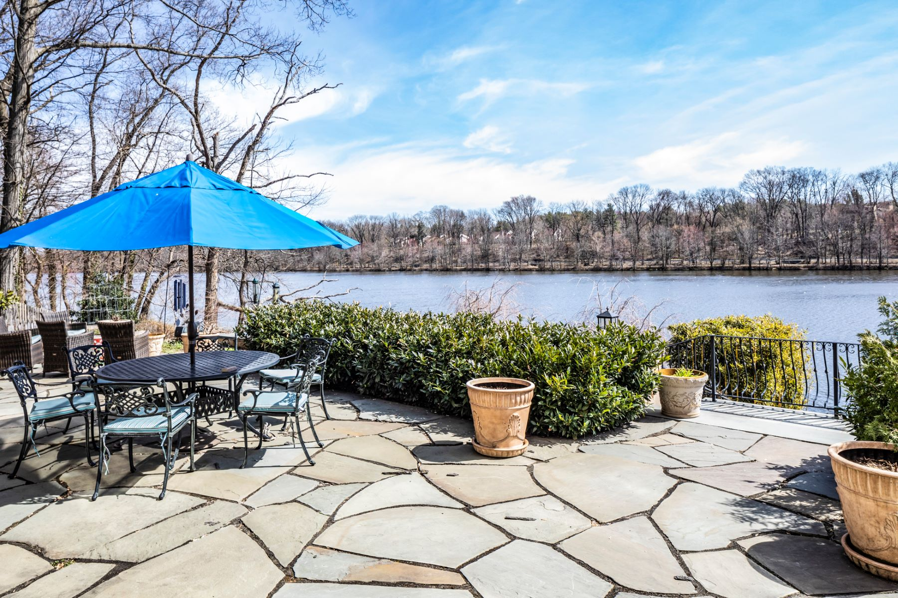 Additional photo for property listing at Warm Sophistication and Shimmering Lake Views 156 Philip Drive, Princeton, New Jersey 08540 United States