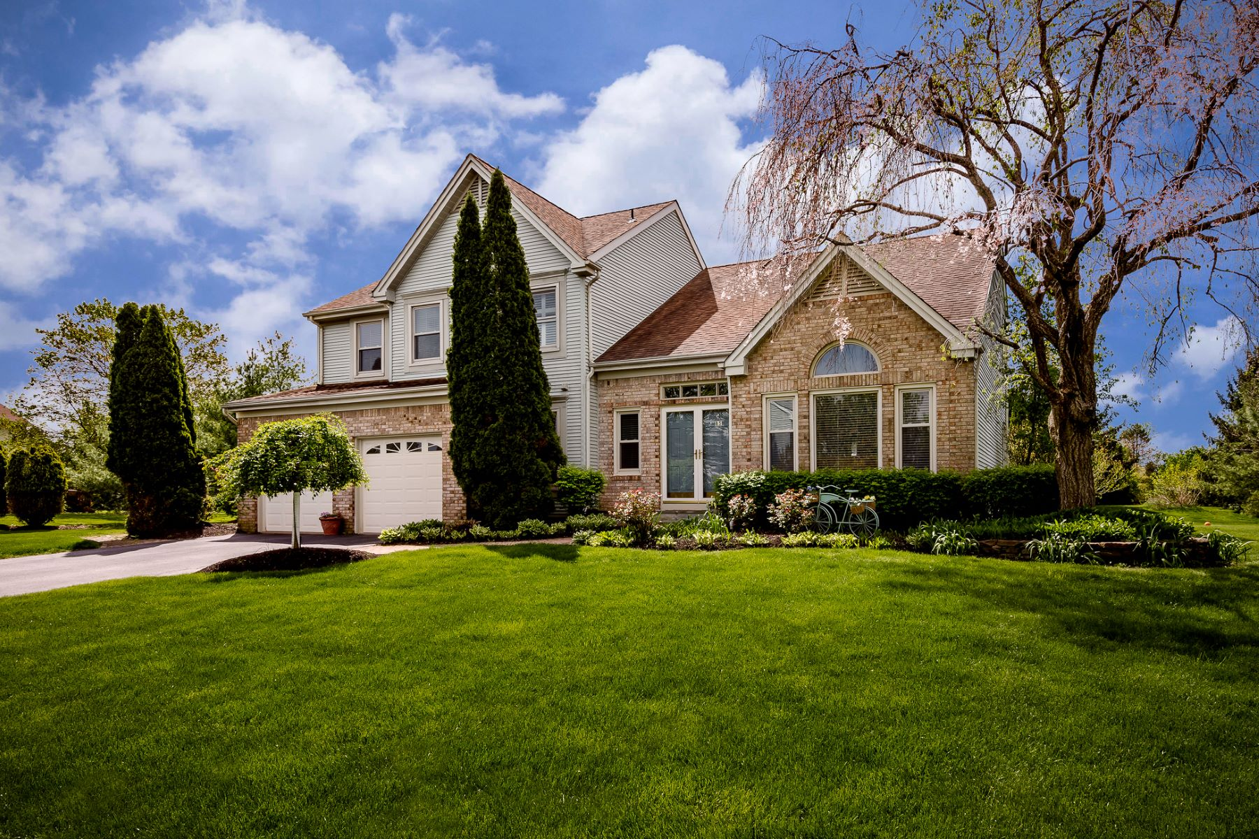 Property por un Venta en Distinguished Colonial in Kings Point 85 Saratoga Drive, West Windsor, Nueva Jersey 08550 Estados Unidos
