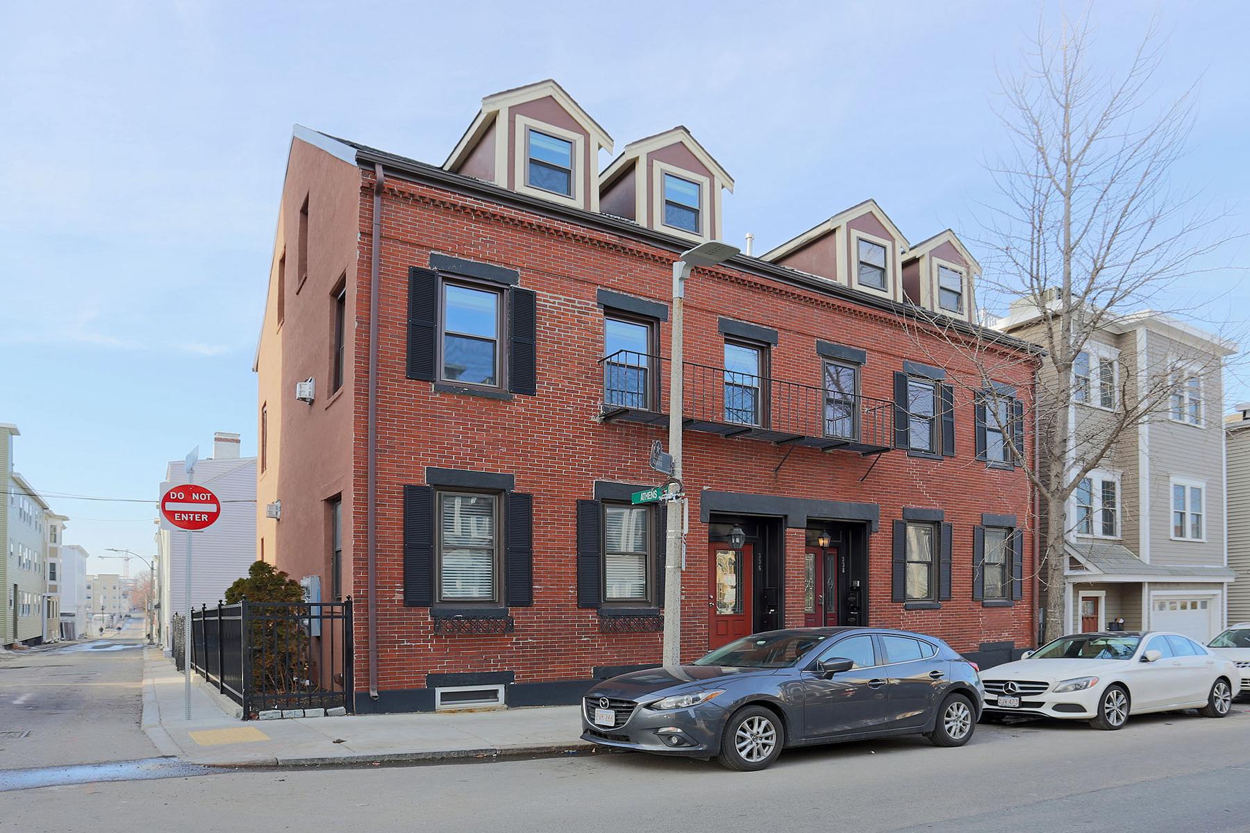 Condominio per Vendita alle ore Recently Renovated Condo in South Boston 336 E Street Unit 1 South Boston, Boston, Massachusetts, 02127 Stati Uniti
