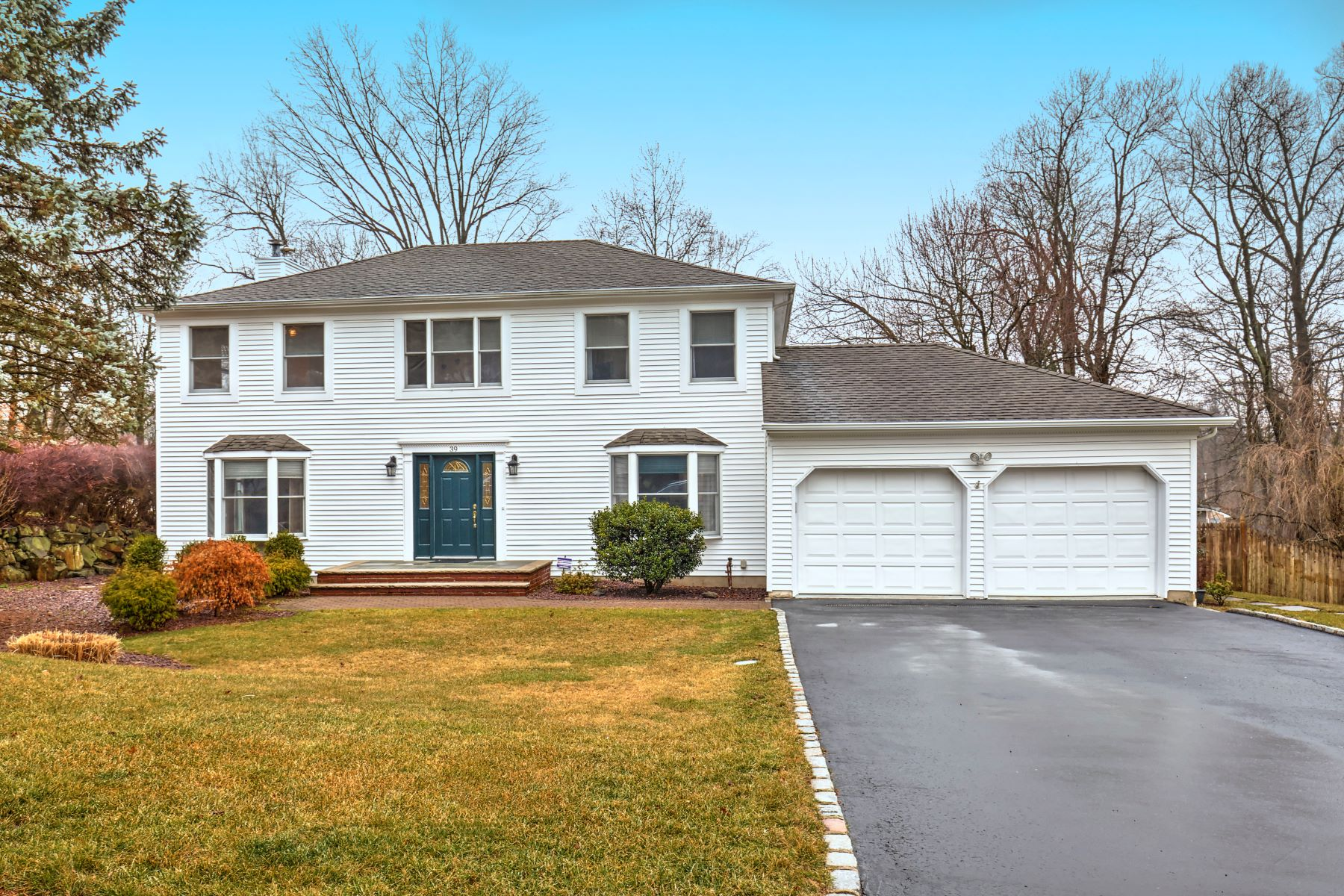 Single Family Homes for Sale at Meticulously Maintained Colonial 39 Highland Circle Berkeley Heights, New Jersey 07922 United States