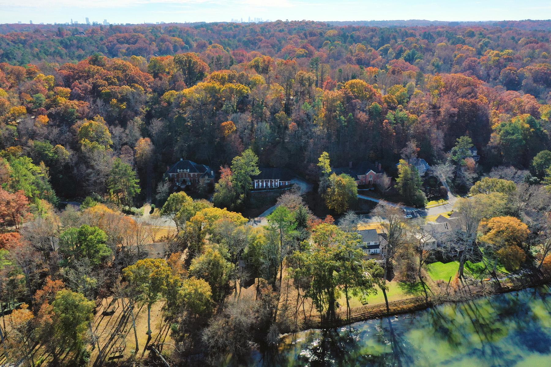 Single Family Homes per Vendita alle ore Custom Built Brick Home in Sought After River Chase 425 Ferry Landing, Sandy Springs, Georgia 30328 Stati Uniti