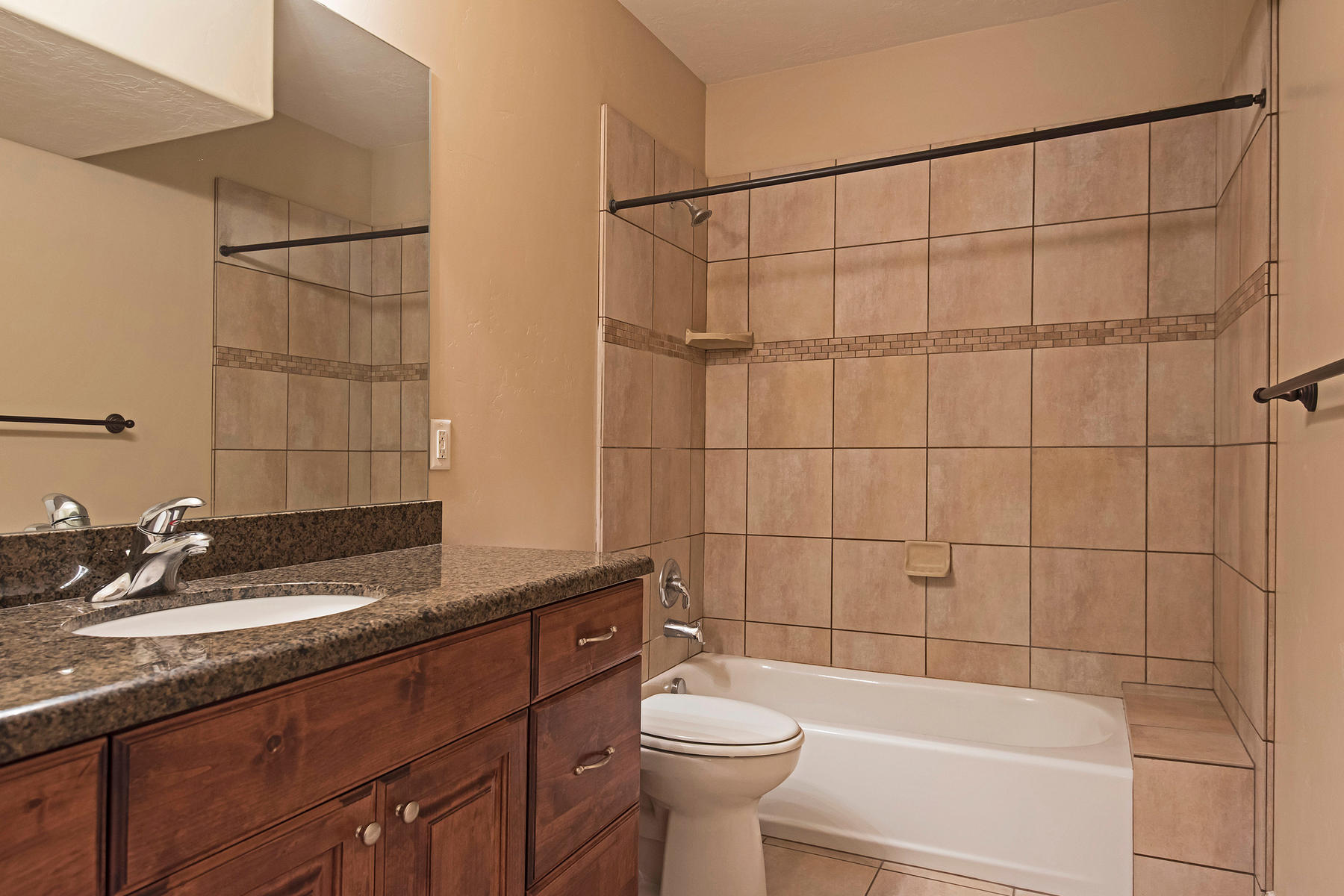 Additional photo for property listing at Luxury Condo in Gated Community 1916 E Villa Park Ln Holladay, Юта 84121 Соединенные Штаты