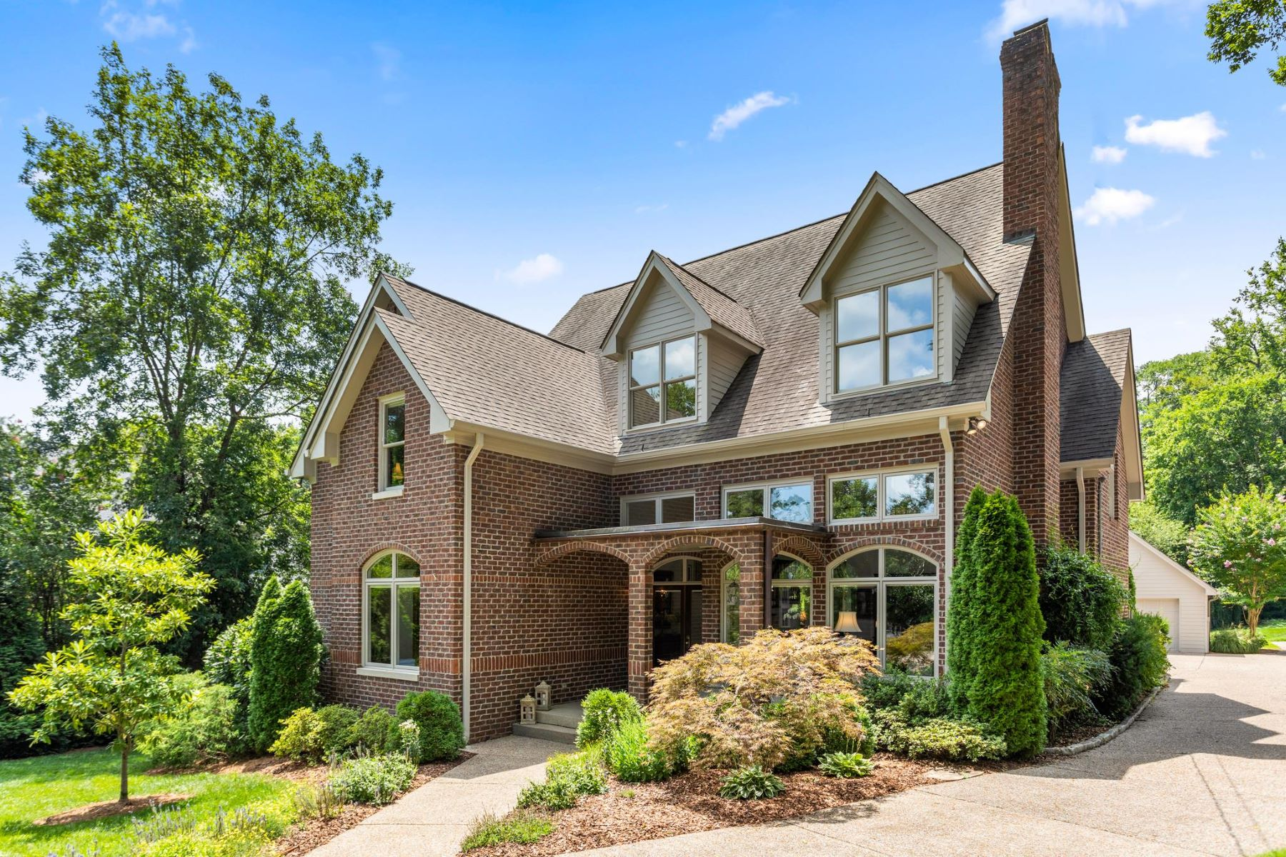 Single Family Homes for Active at Nashville Home in Historic Whitland 3629 Brighton Road Nashville, Tennessee 37205 United States