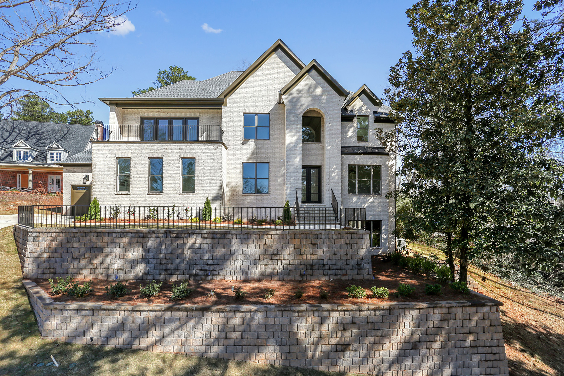 獨棟家庭住宅 為 出售 在 Custom-built New Construction in Chastain Park 174 Mystic Place Atlanta, 喬治亞州 30342 美國