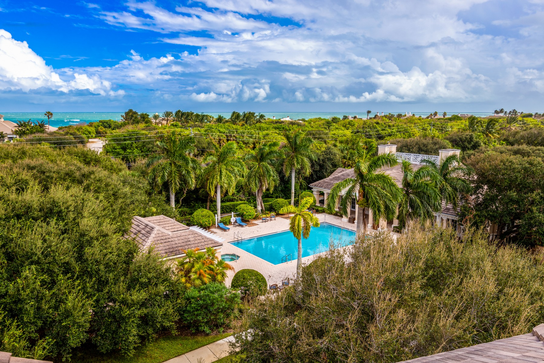 Property för Försäljning vid Spectacular Penthouse with Private Rooftop Terrace 801 N. Swim Club Drive PH-B Vero Beach, Florida 32963 Förenta staterna