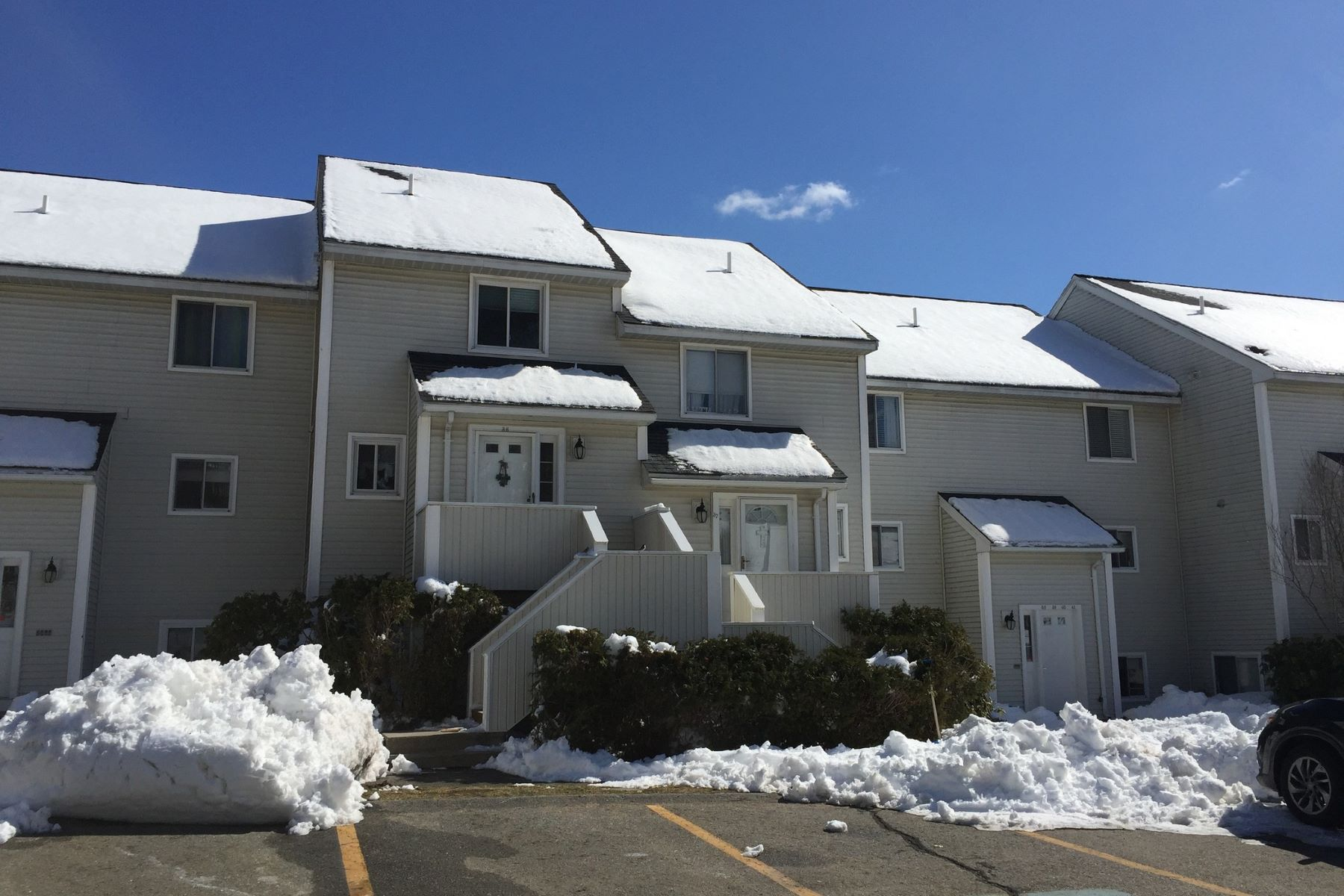 Appartement en copropriété pour l Vente à Townhouse at The Cascades 100 Merrimack Ave - Unit 36 Dracut, Massachusetts, 01826 États-Unis