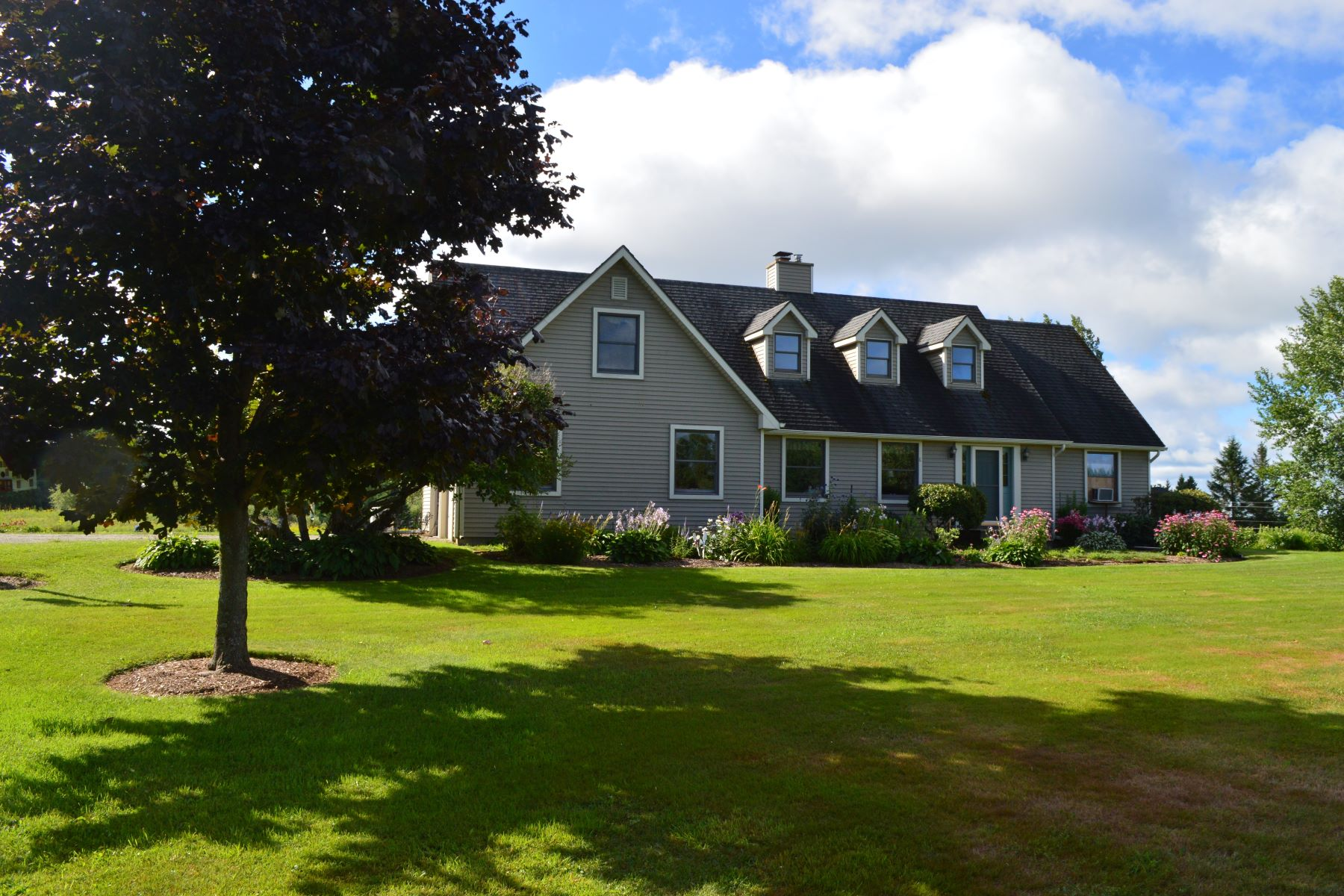 single family homes for Sale at 1591 Mead Hill Road, Holland 1591 Mead Hill Rd Holland, Vermont 05829 United States