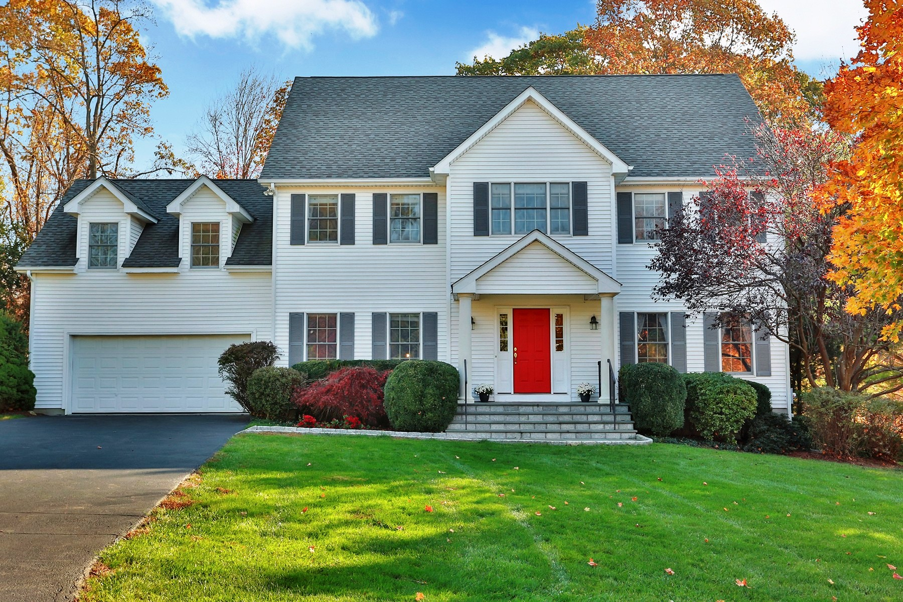 Single Family Homes for Sale at Gorgeous Open Plan Stunner 30 Waterview Drive Ossining, New York 10562 United States