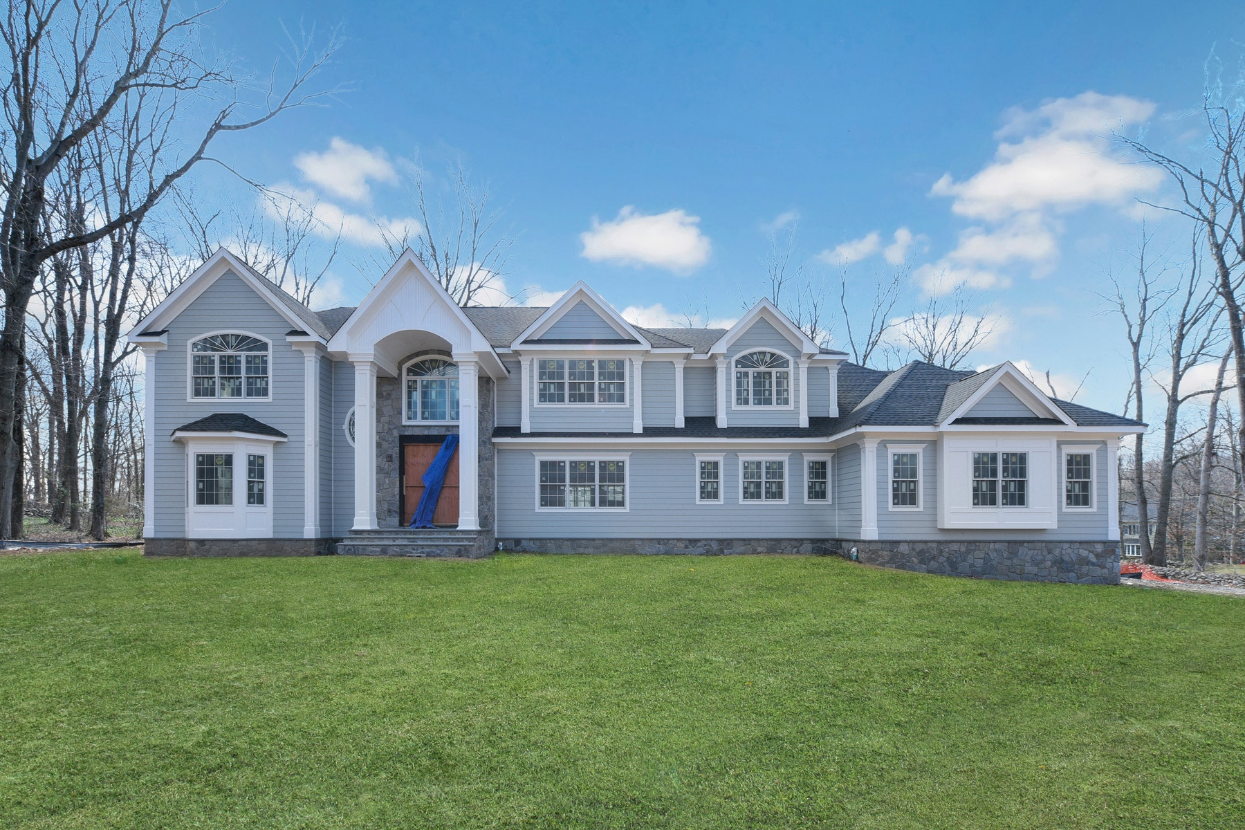 Single Family Homes vì Bán tại FABULOUS NEW CONSTRUCTION 24 Robin Ridge Rd, Upper Saddle River, New Jersey 07458 Hoa Kỳ