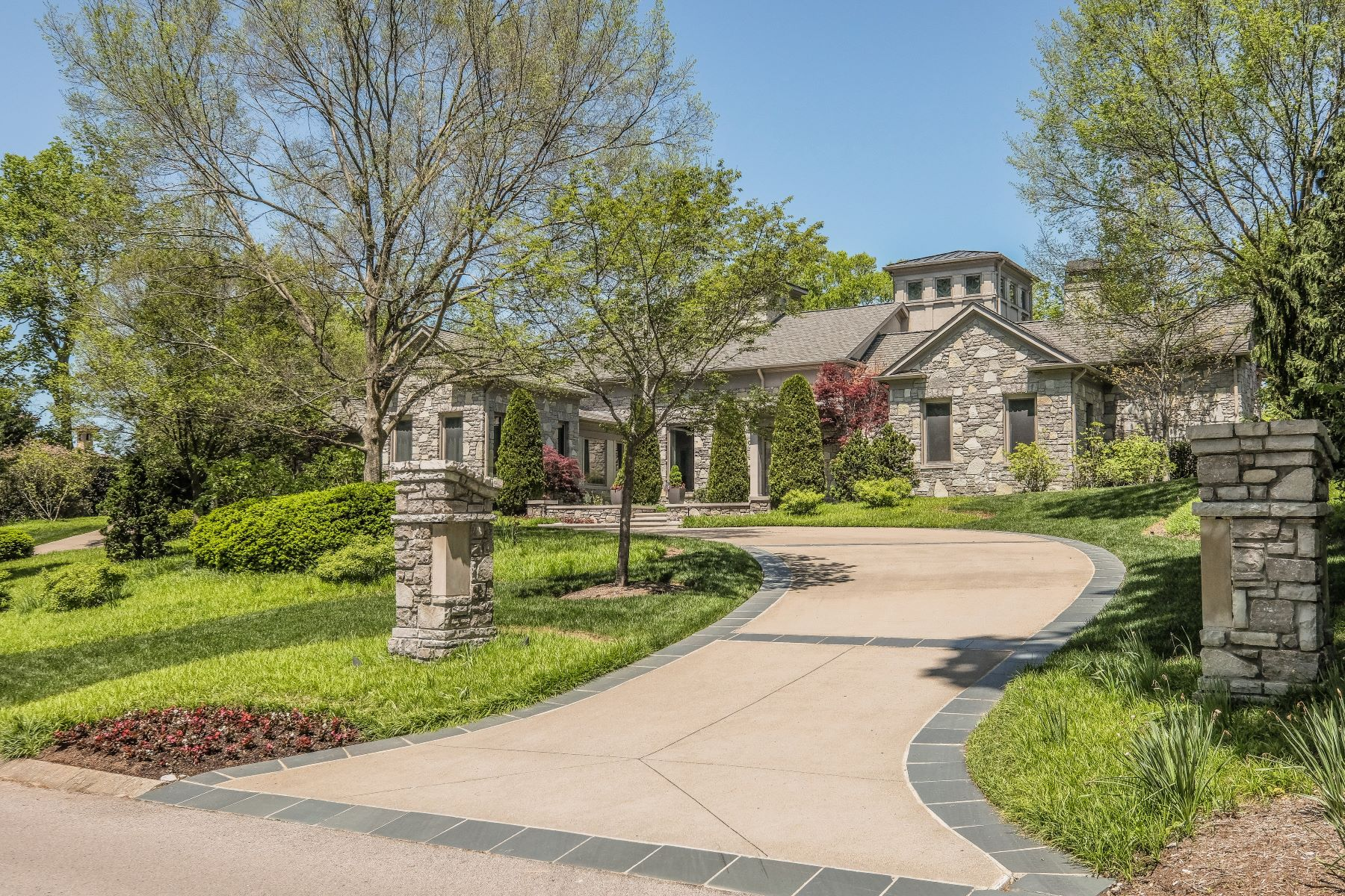 Single Family Homes pour l Vente à Iconic Contemporary Home in Governors Club 7 Colonel Winstead Drive, Brentwood, Tennessee 37027 États-Unis