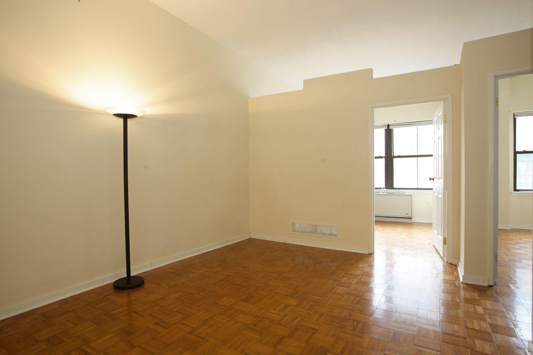 """Кондоминиум для того Аренда на """"Paulus Hook's Hidden Gem! Adorable, Converted 1 Bedroom Plus Parking"""" 1 Greene Street #310 Jersey City, Нью-Джерси 07302 Соединенные Штаты"""
