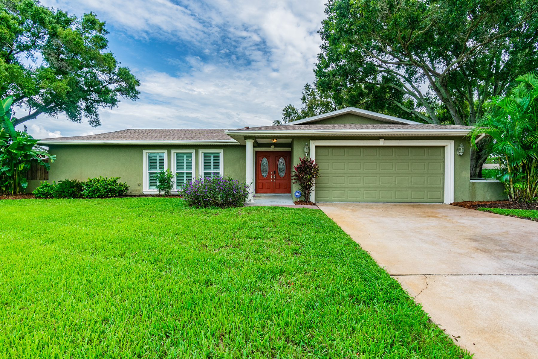 Single Family Homes for Active at 11829 93rd Way Largo, Florida 33773 United States