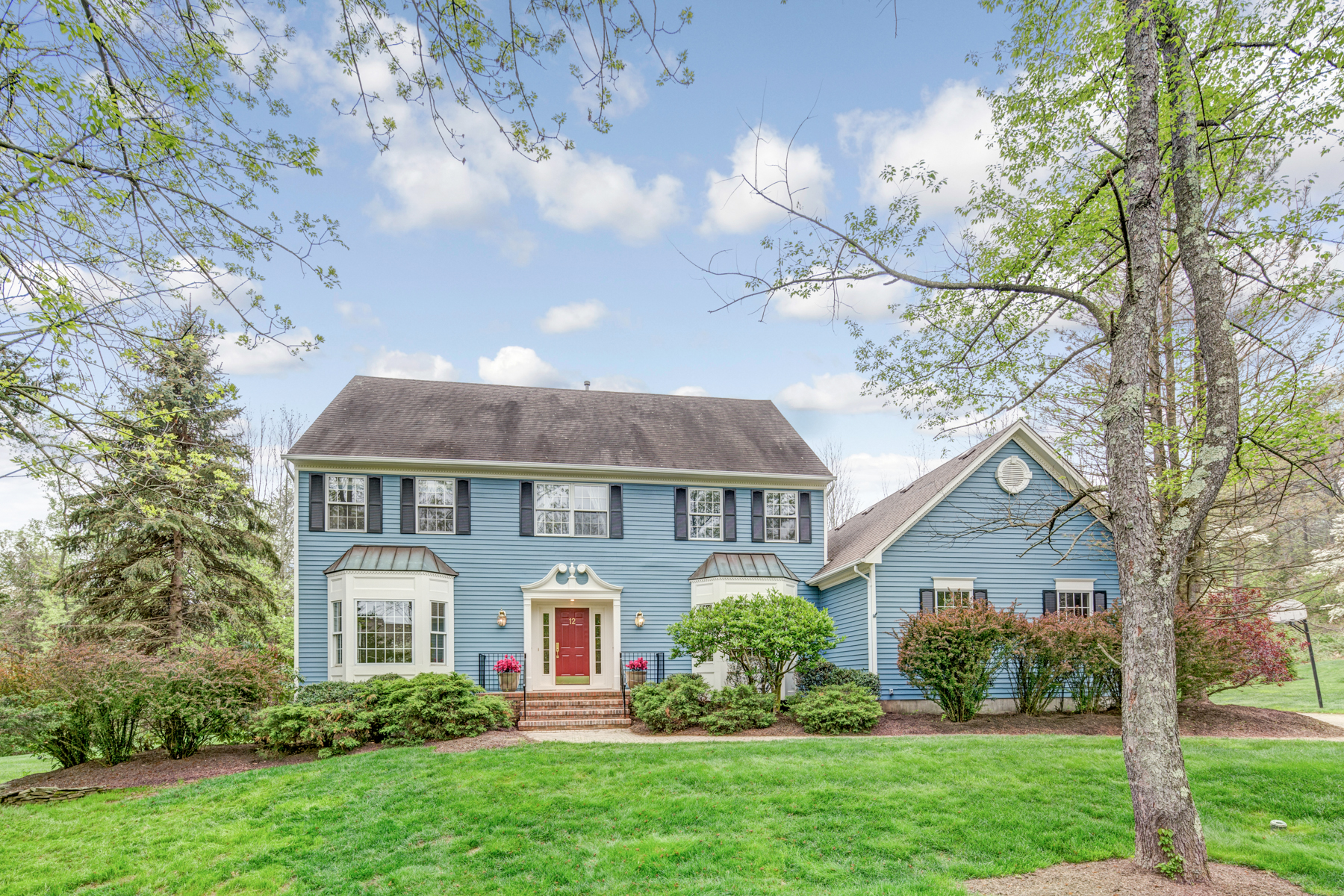 Maison unifamiliale pour l Vente à Beautifully Appointed Colonial 12 Charter Court Basking Ridge, New Jersey 07920 États-Unis