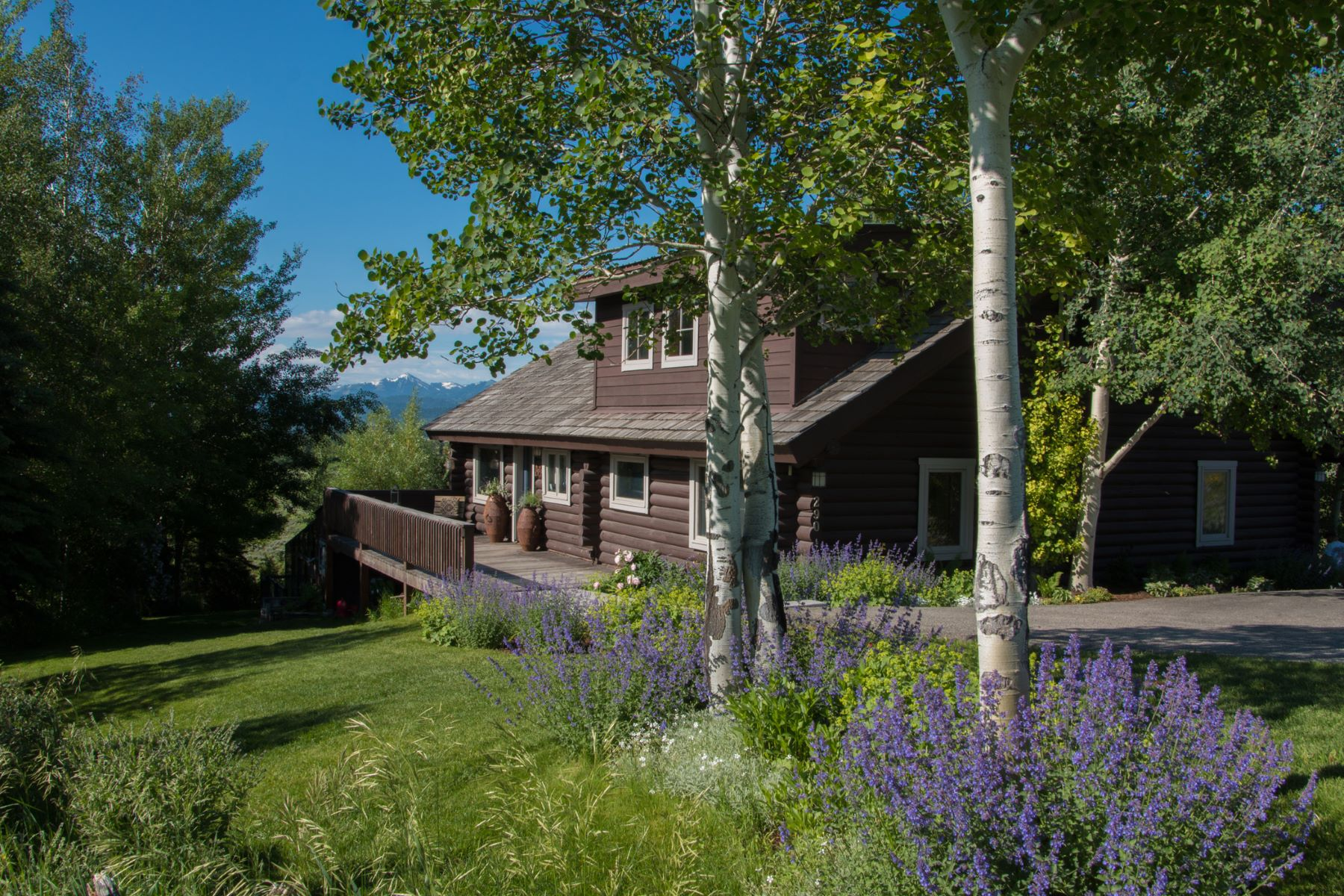 Maison unifamiliale pour l Vente à Charming Jackson Home with a View 290 Bar Y Road, Jackson, Wyoming, 83001 Jackson Hole, États-Unis