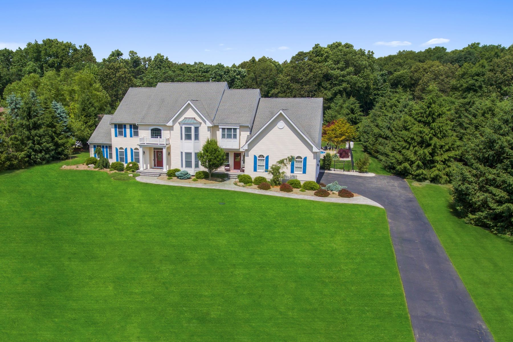 Single Family Homes for Active at An Oasis in Sought-After Grandview Estates 19 Harvest Lane Long Valley, New Jersey 07853 United States