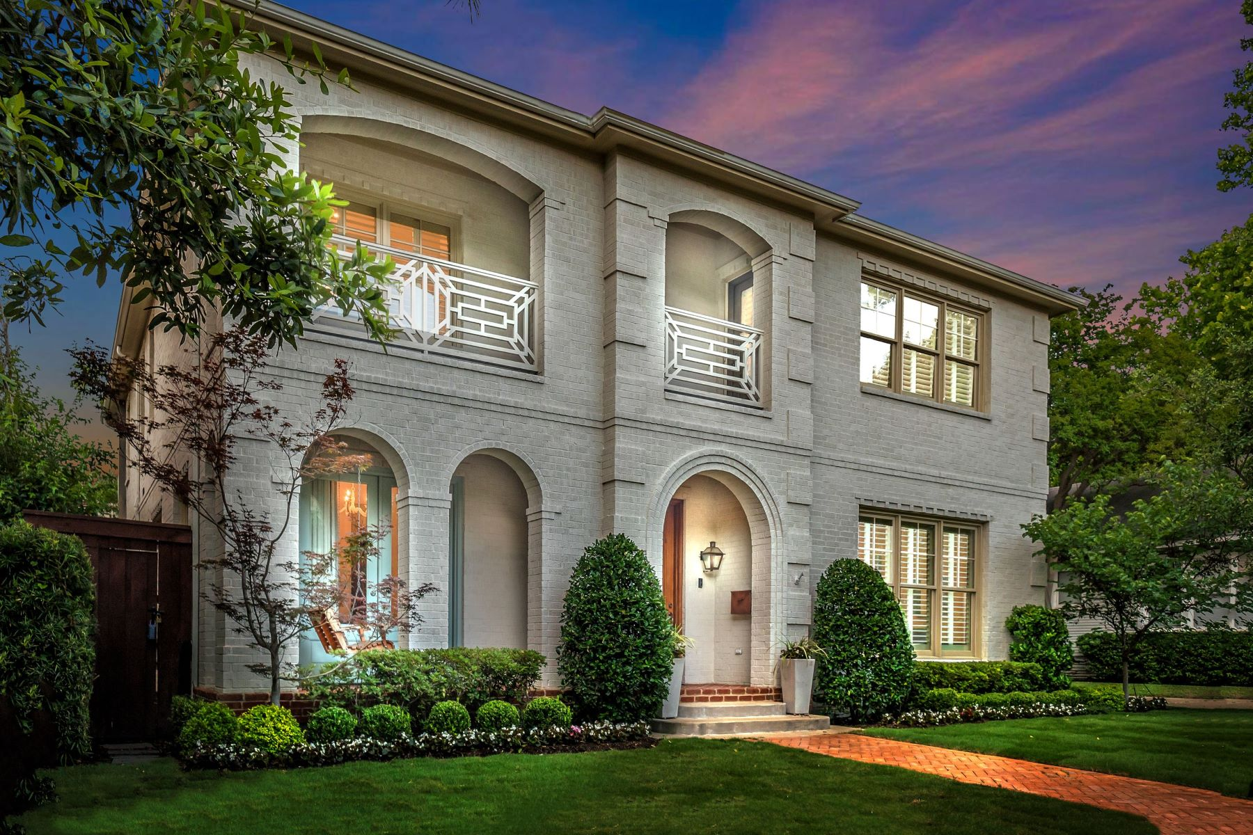 Single Family Homes for Sale at Low Maintenance, High Style in University Park 3626 Granada Avenue University Park, Texas 75205 United States