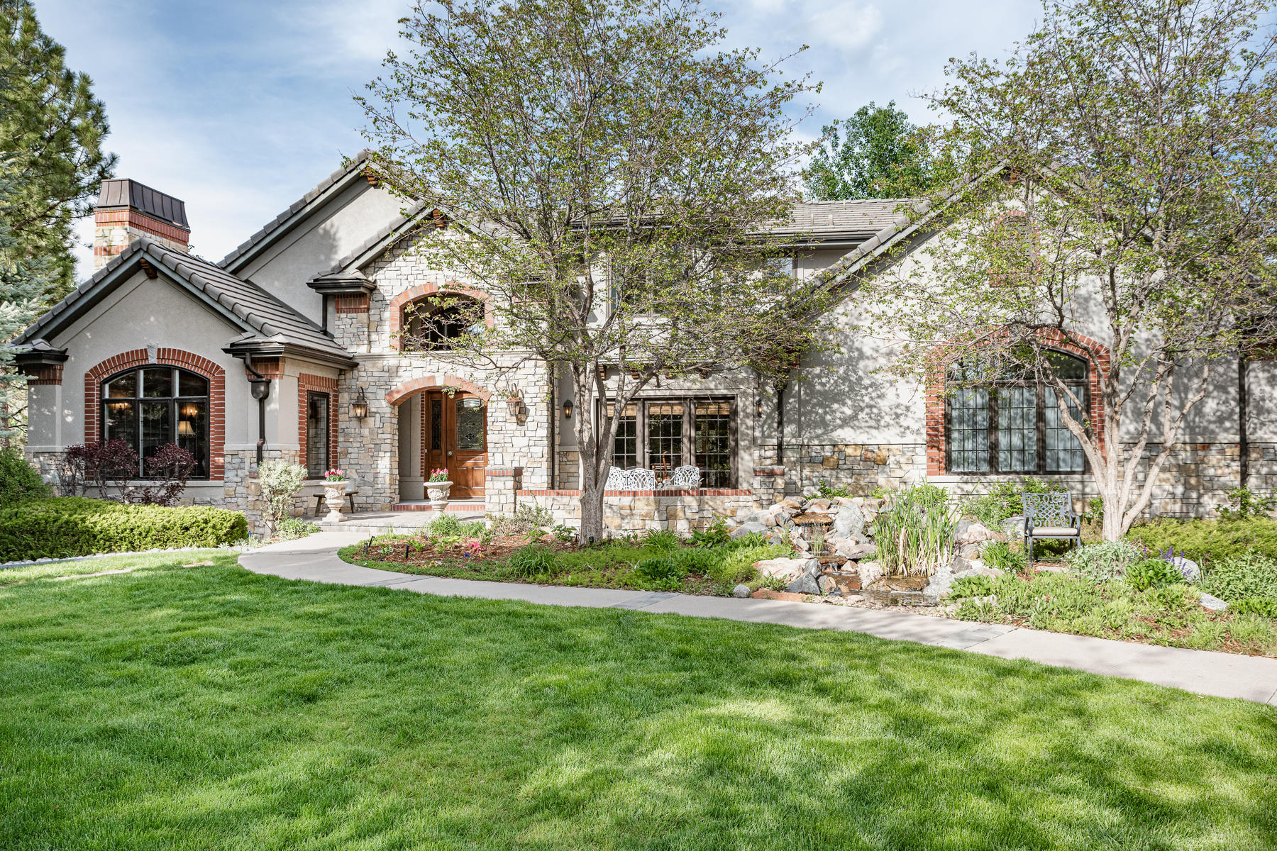 Single Family Homes for Sale at Nestled on a private .68 acre, cul-de-sac site that is truly park-like. 5740 Honeylocust Circle Greenwood Village, Colorado 80121 United States