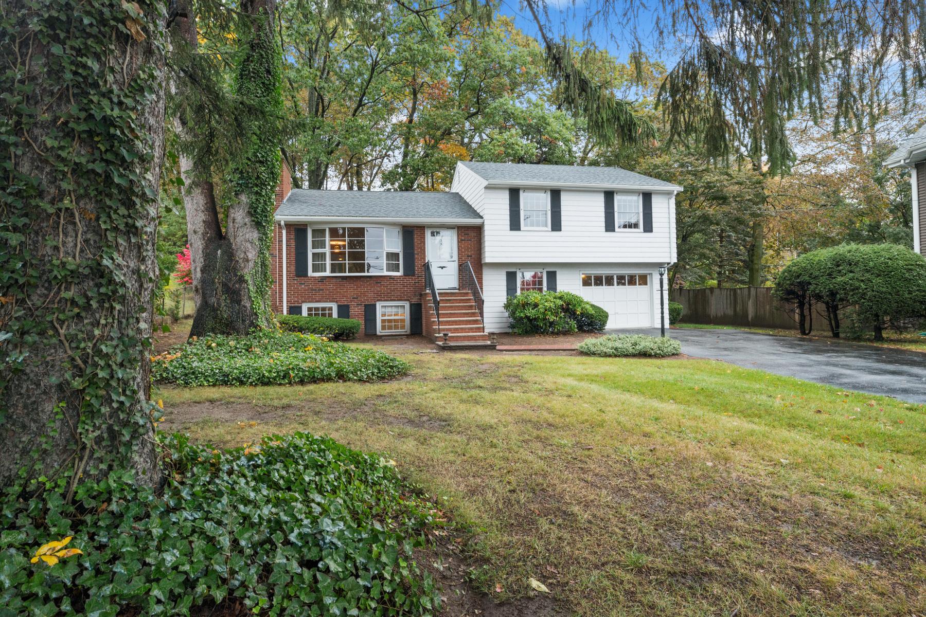 Einfamilienhaus für Verkauf beim This 3 bedroom home was custom built in 1961 39 Bow Street, Woburn, Massachusetts, 01801 Vereinigte Staaten