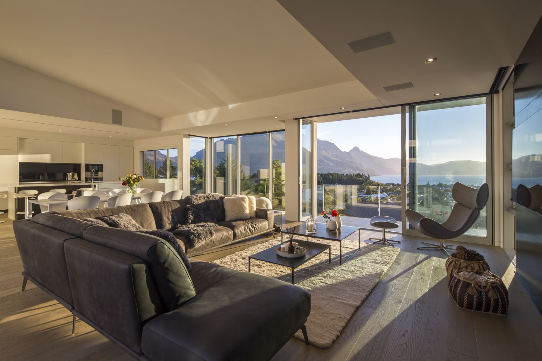 Single Family Homes por un Venta en Luxurious Family Home 9 Garland Terrace Kelvin Heights Queenstown, Otago 9300 Nueva Zelanda