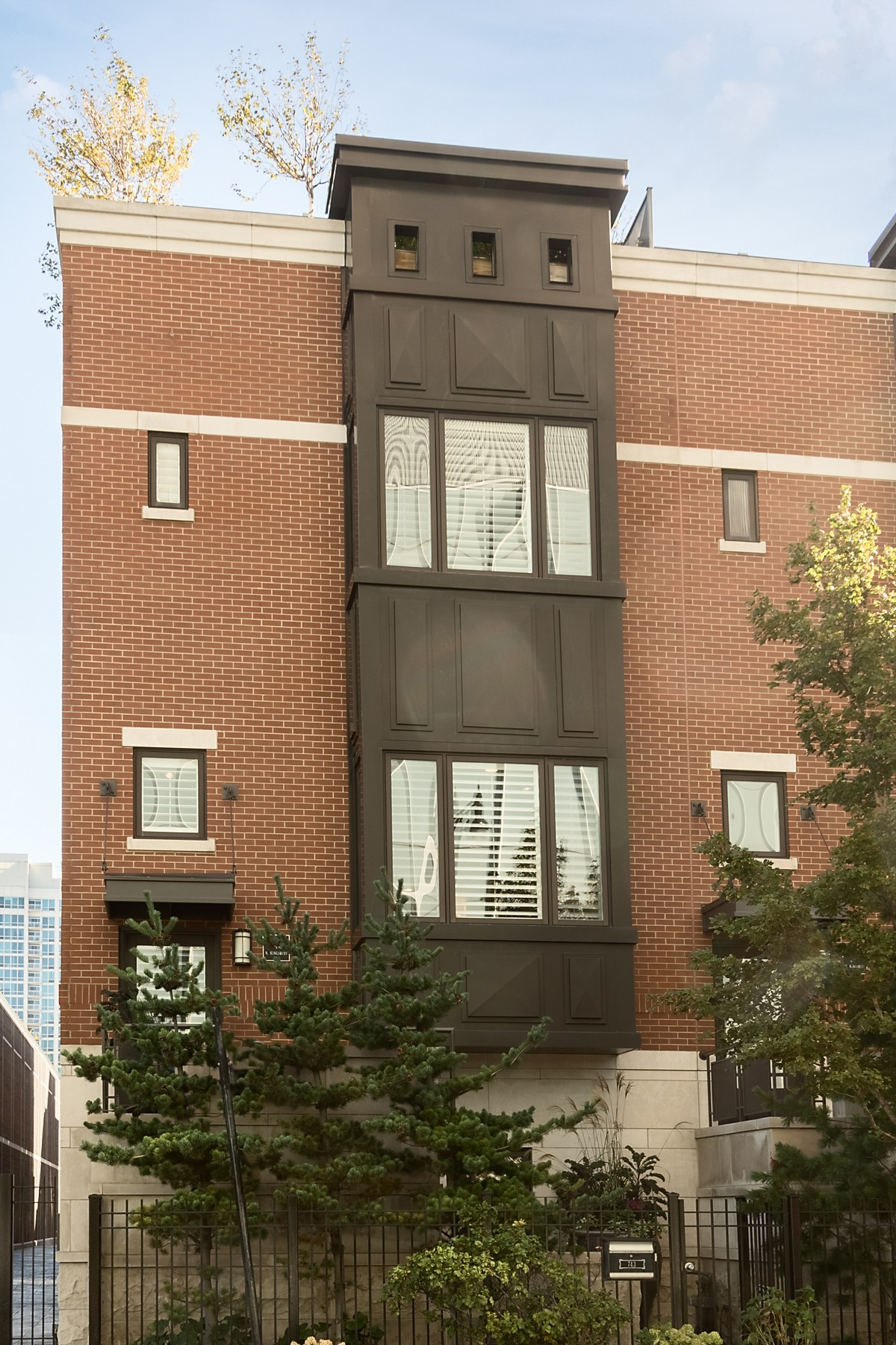 Таунхаус для того Продажа на Luxury Abounds! 743 N Kingsbury Street, Near North Side, Chicago, Иллинойс, 60654 Соединенные Штаты