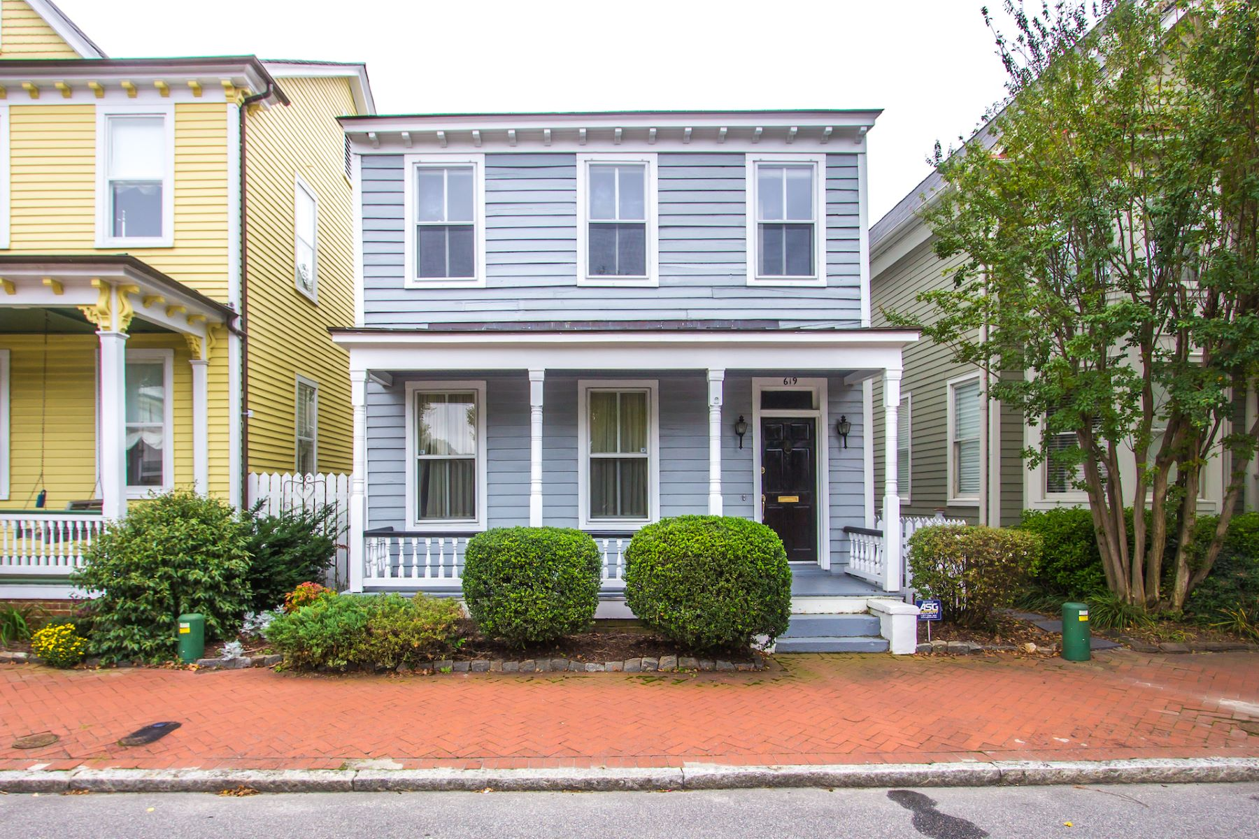 single family homes для того Продажа на OLDE TOWNE 619 London Street Portsmouth, Виргиния 23704 Соединенные Штаты