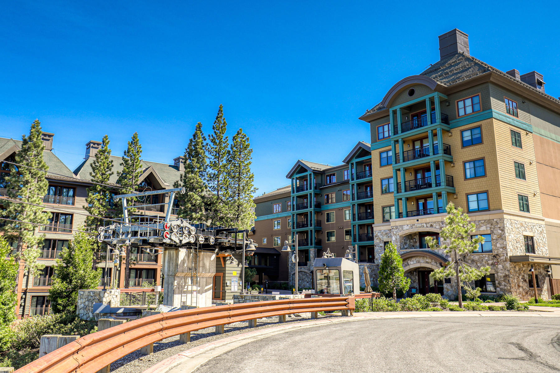 Additional photo for property listing at Turnkey luxury slope-side residence adjacent to the 5-Star Ritz Carlton Hotel 13051 Ritz-Carlton Highlands Court, Unit #4205 Truckee, California 96161 United States