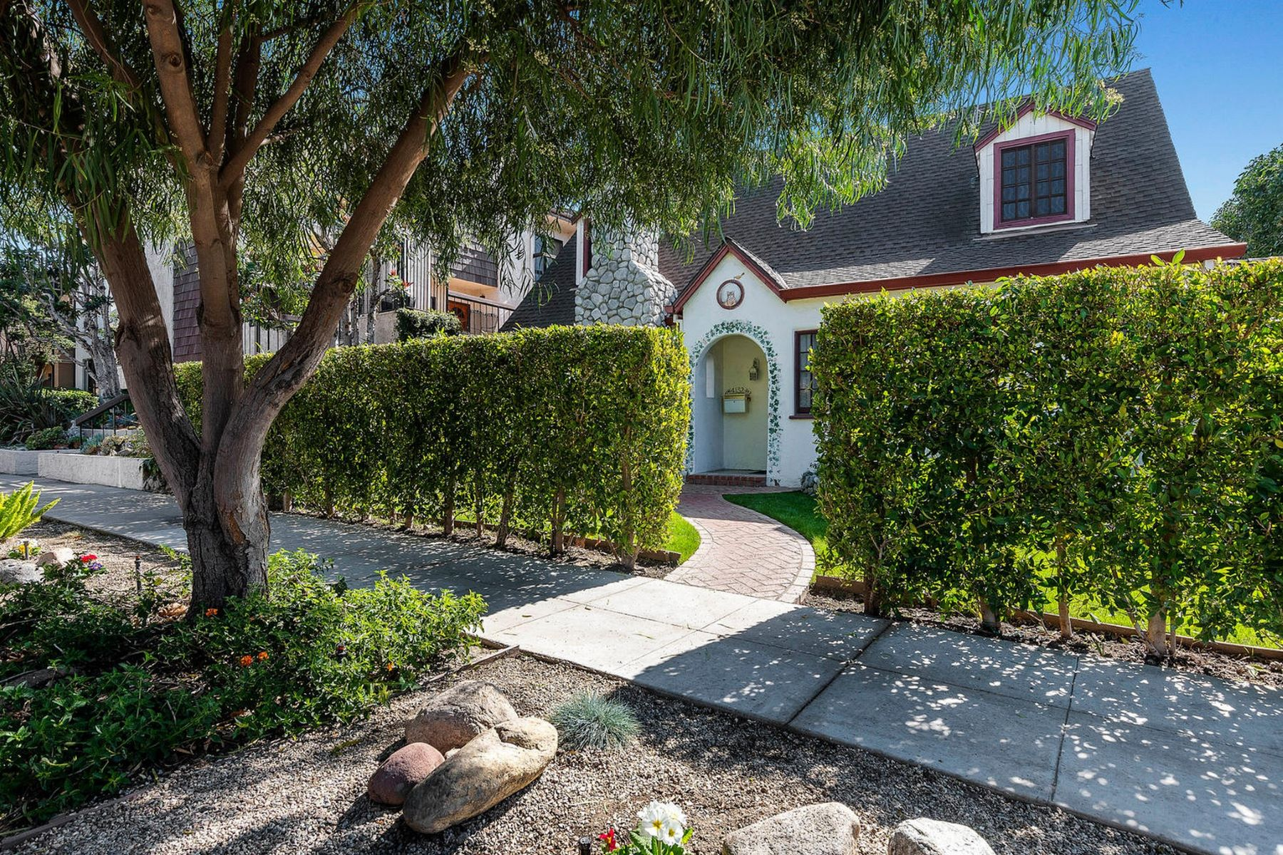 Single Family Homes for Active at 4132 W Hood Avenue Burbank, California 91505 United States
