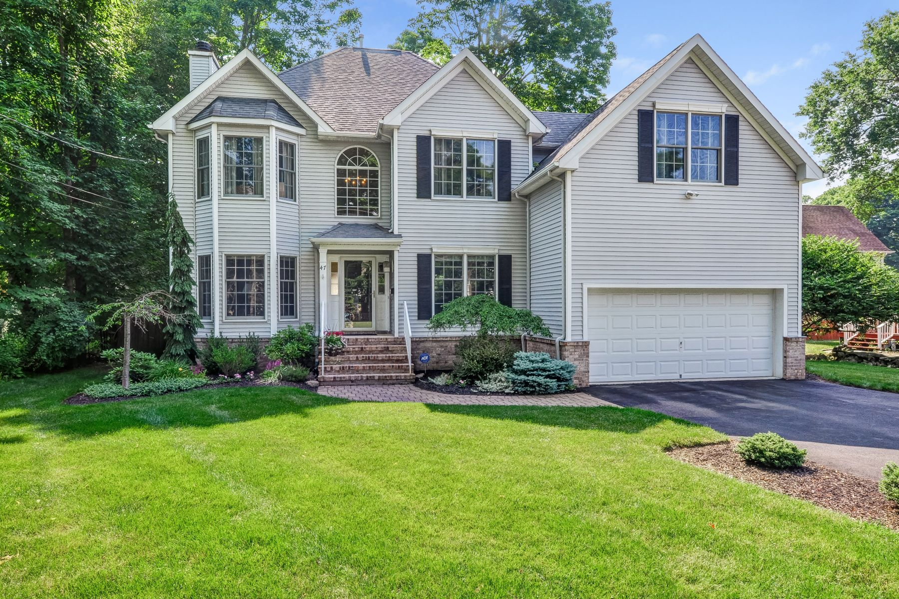 Частный односемейный дом для того Продажа на 47 Stiles Avenue Morris Plains, Нью-Джерси 07950 Соединенные Штаты