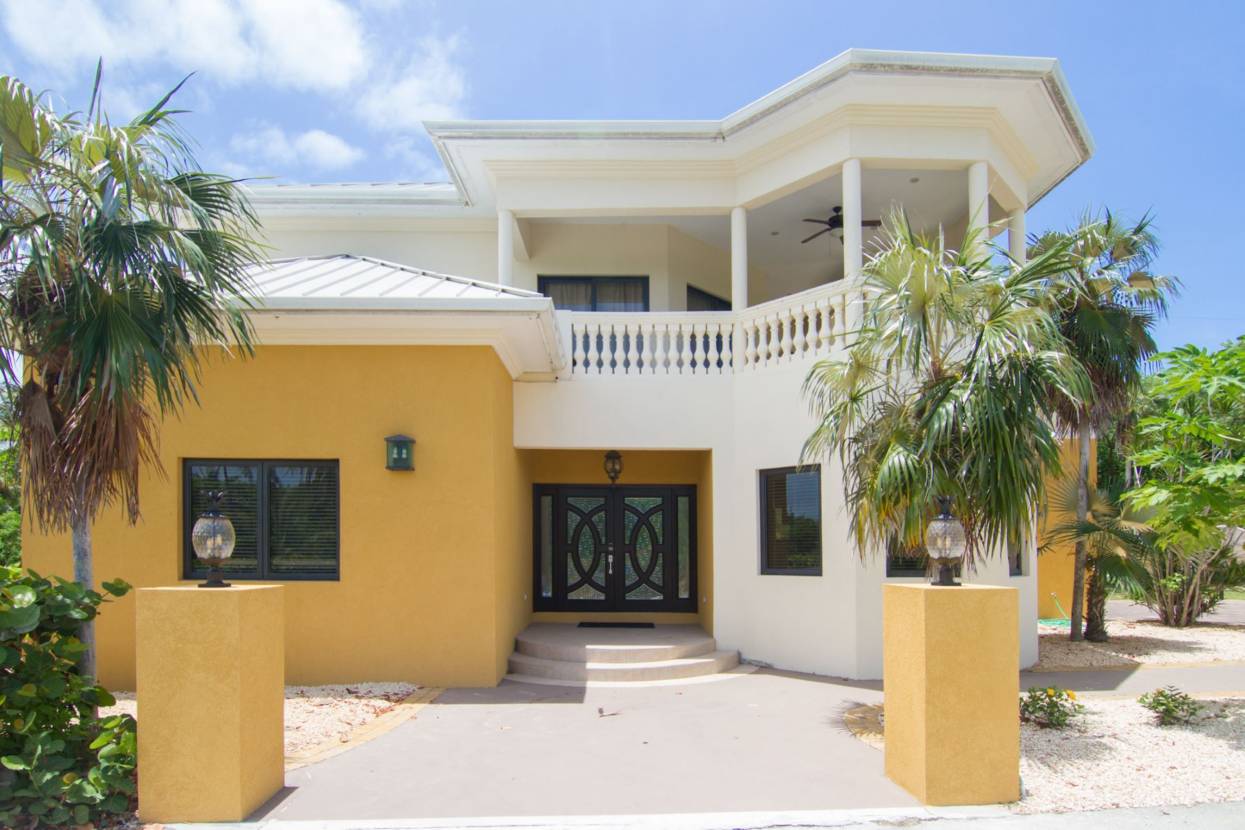 Single Family Home for Rent at St James Court Villa Rental Savannah, Cayman Islands