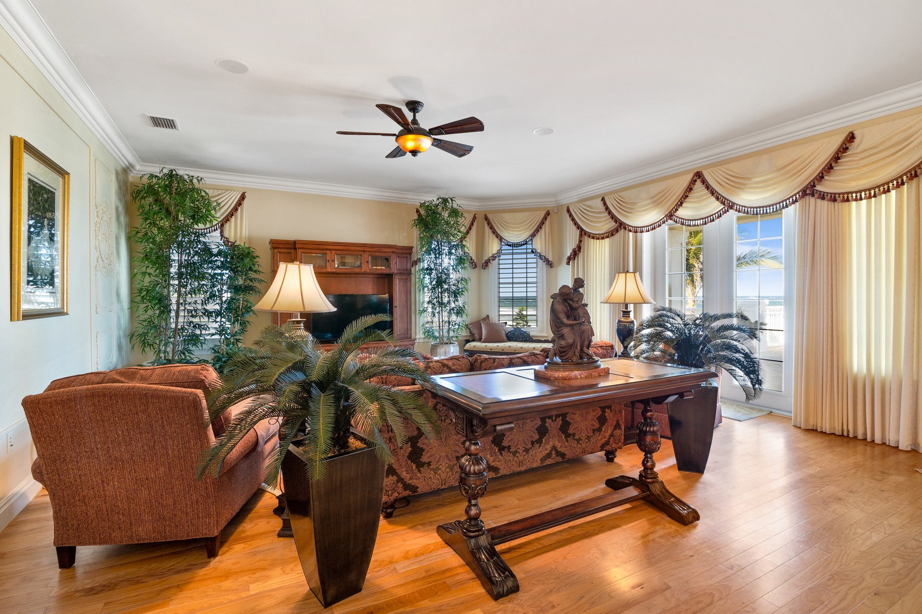Additional photo for property listing at Gorgeous Tropically Landscaped Home with Endless Ocean Vistas 5045 S Highway A1A Melbourne Beach, Florida 32951 Hoa Kỳ