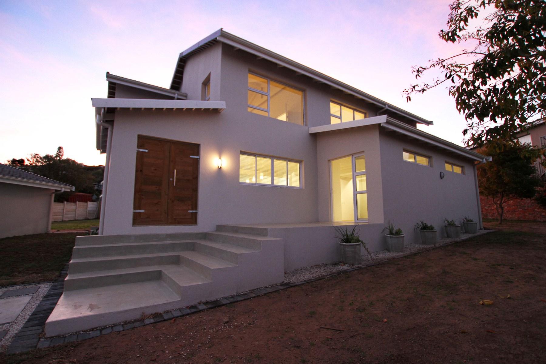 独户住宅 为 销售 在 3 Bedroom Family Home 普利登堡港, 西开普省, 6600 南非