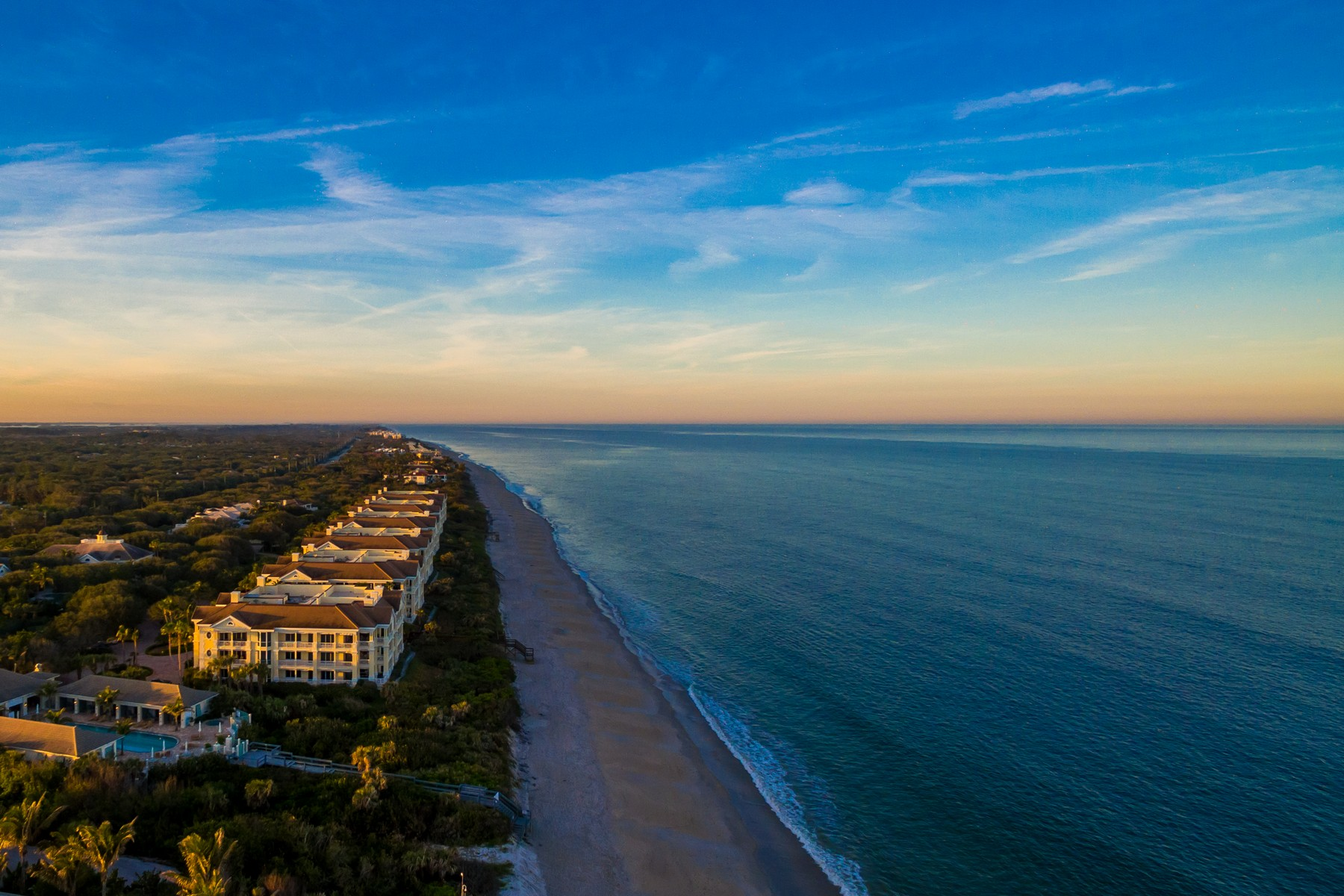 Additional photo for property listing at Luxurious Oceanfront Living 200 Beachview Dr #3S Vero Beach, Florida 32963 United States