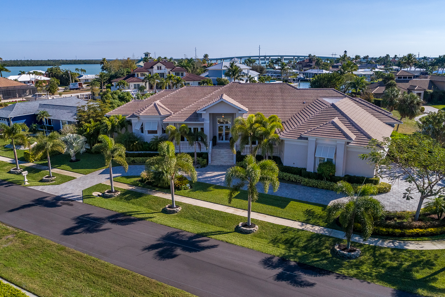 Single Family Homes for Sale at MARCO ISLAND 1231 Laurel Court Marco Island, Florida 34145 United States