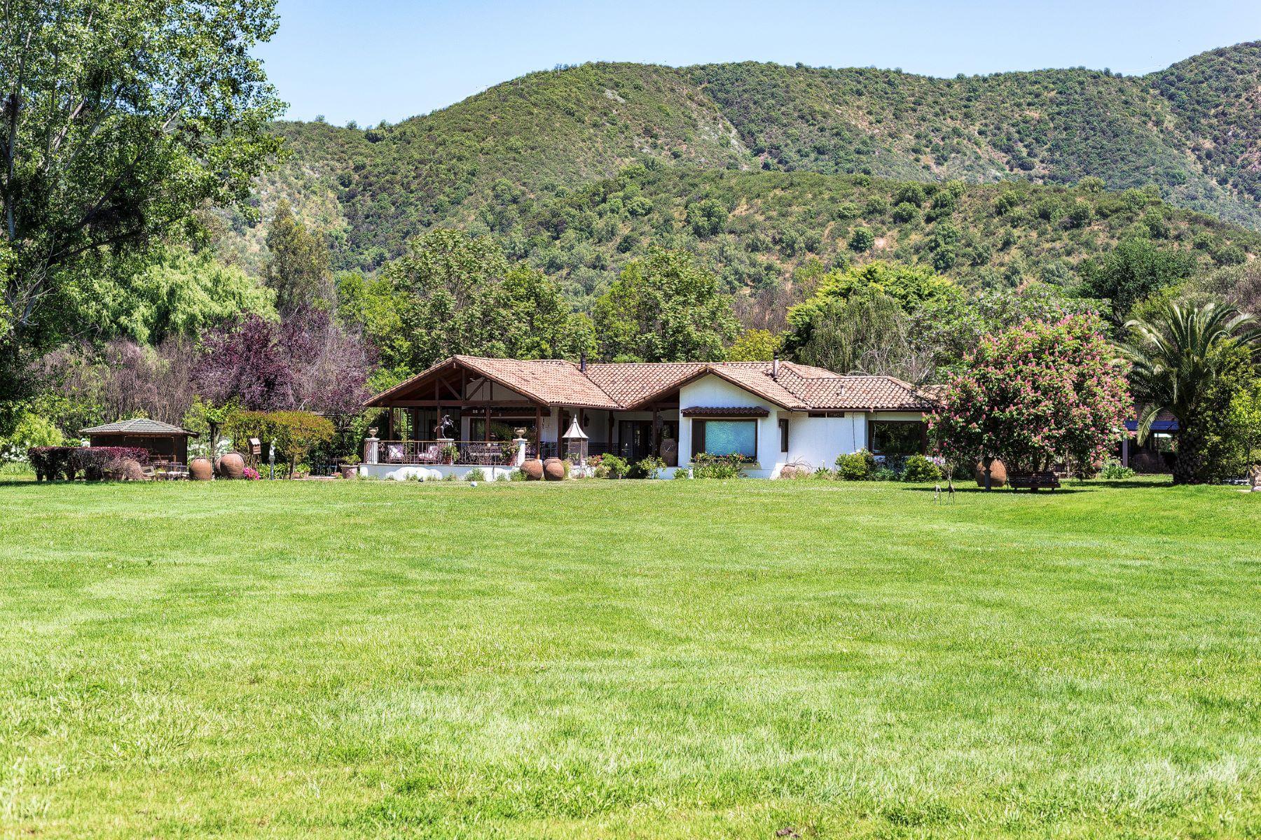 Nhà ở một gia đình vì Bán tại Dazzling Farm in El Monte Santiago, Region Metropolitana De Santiago, Chi-Lê
