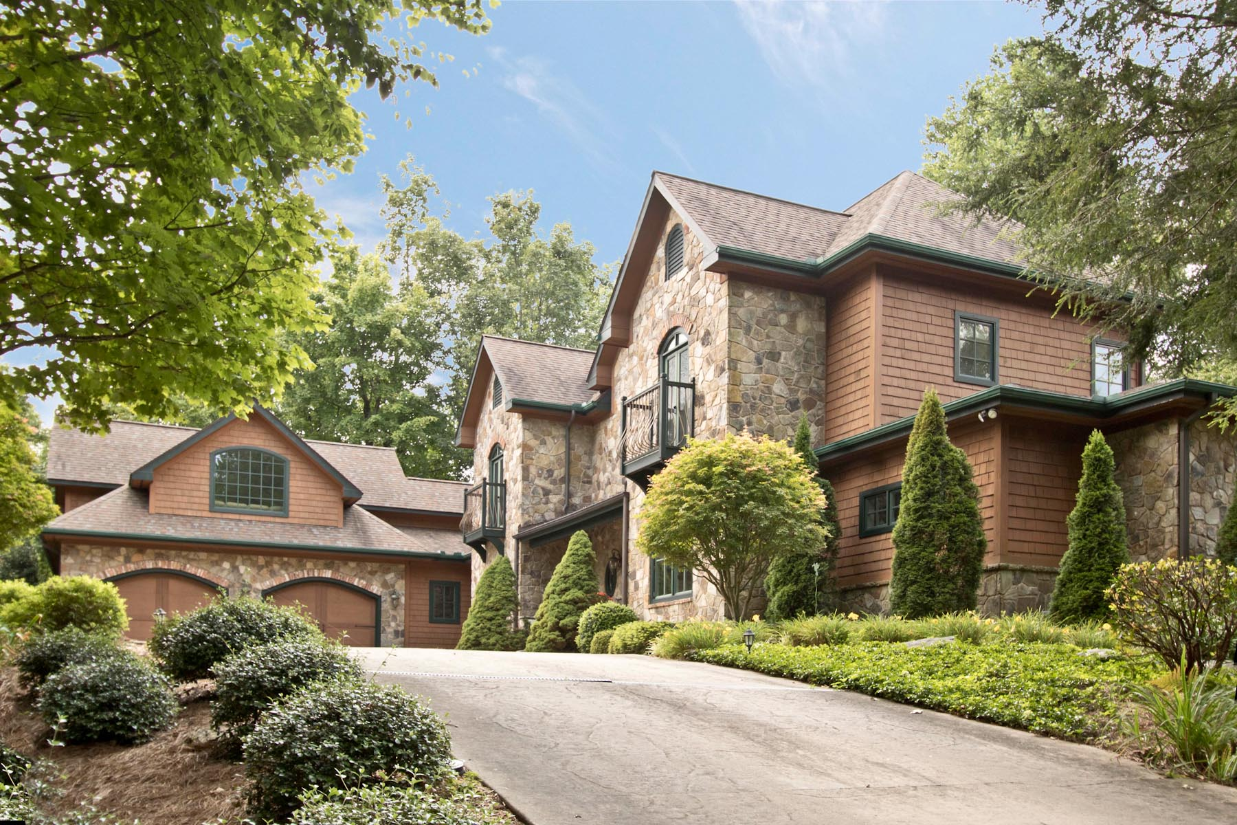 Частный односемейный дом для того Продажа на Hart 220 Upper Scenic Drive Dillard, Джорджия 30537 Соединенные Штаты