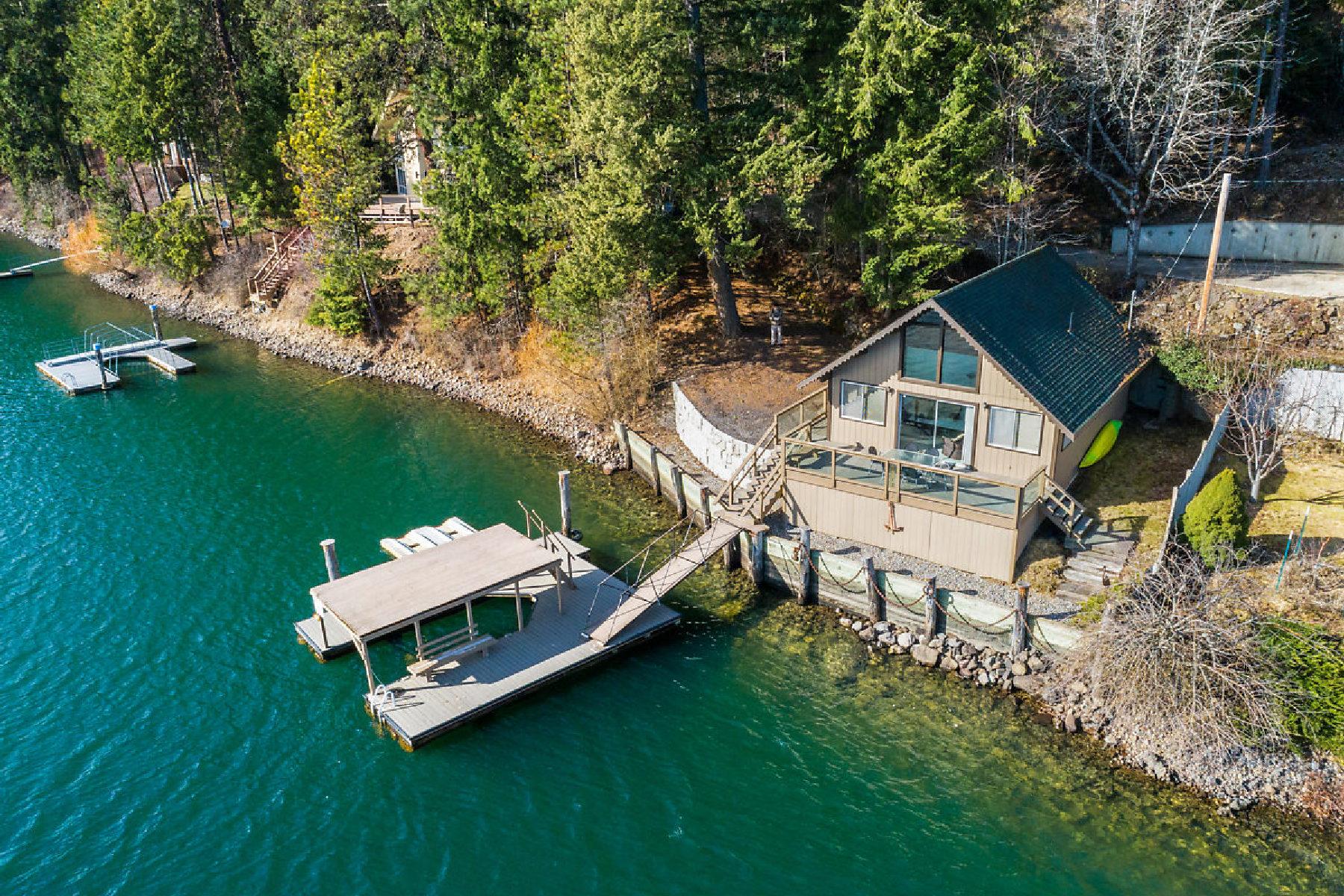 Single Family Homes por un Venta en CHARMING HAYDEN LAKE WATERFRONT CABIN 6673 E Deep Shadow Hayden, Idaho 83835 Estados Unidos
