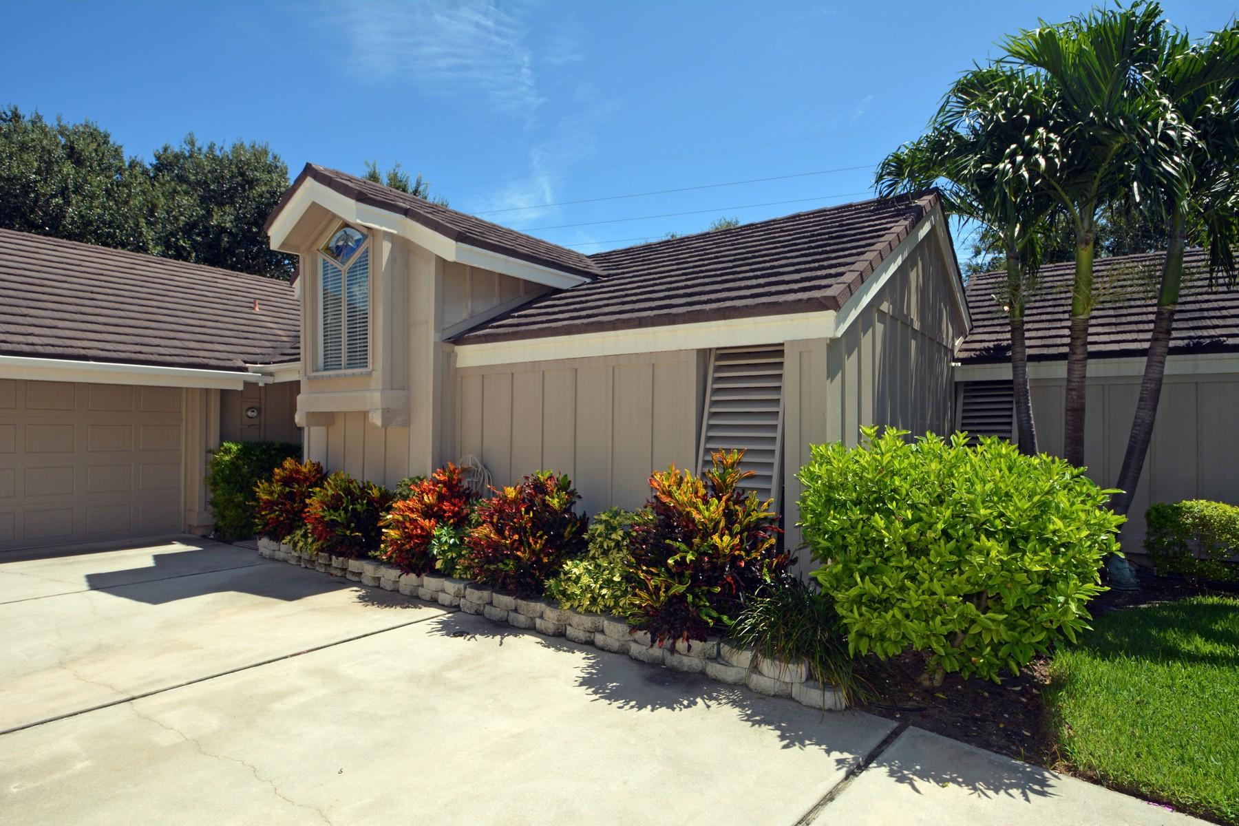 Maison unifamiliale pour l Vente à Fabulous Villa with Boat Slip on the River! 5101 Highway A1A #5 Vero Beach, Florida, 32963 États-Unis