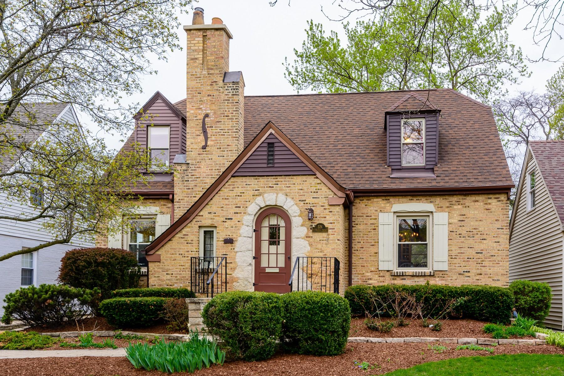 独户住宅 为 销售 在 Beautiful English Tudor 526 S Belmont Ave 阿灵顿高地, 伊利诺斯州, 60005 美国